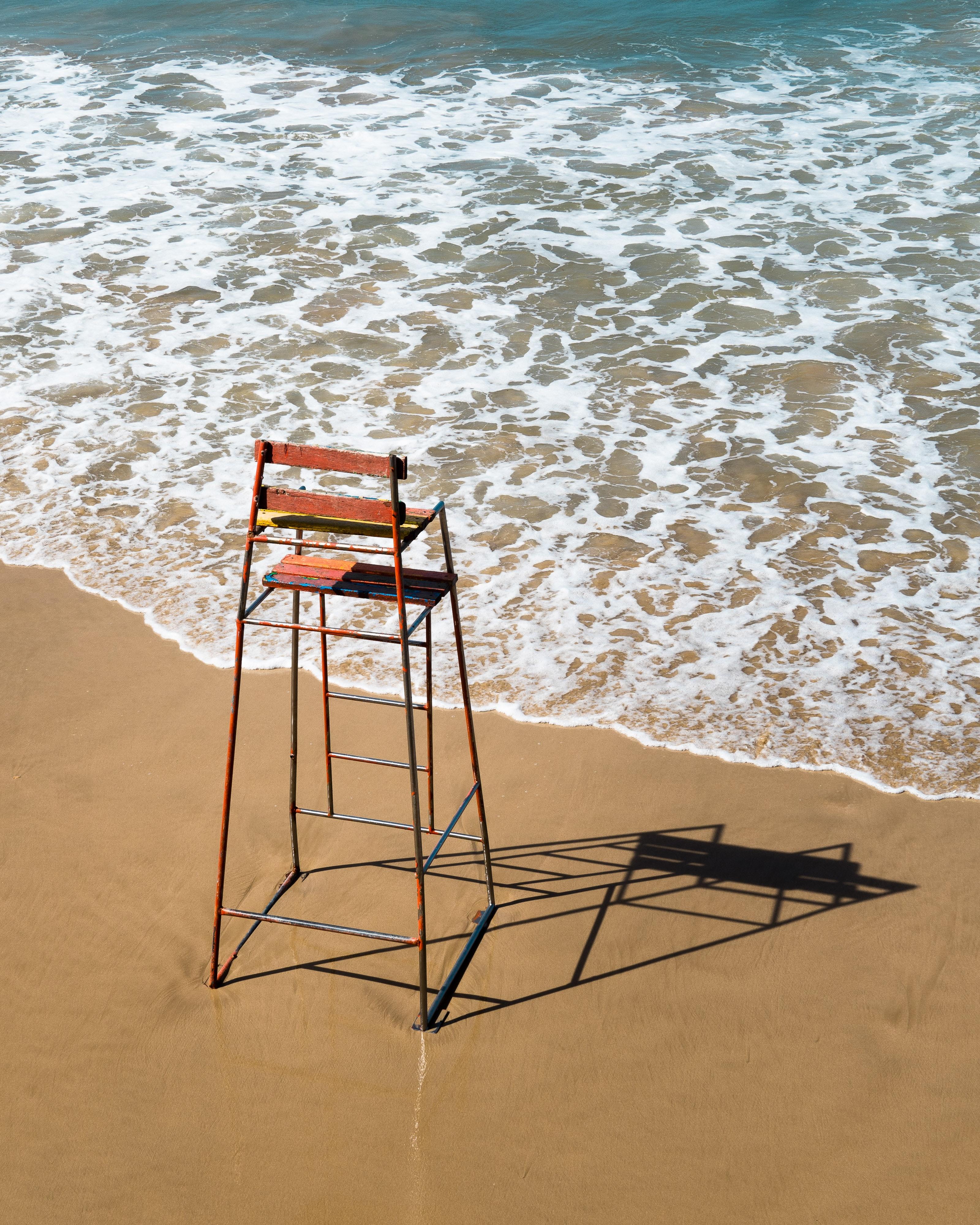 70581 скачать обои Вода, Море, Пляж, Песок, Разное, Стул - заставки и картинки бесплатно