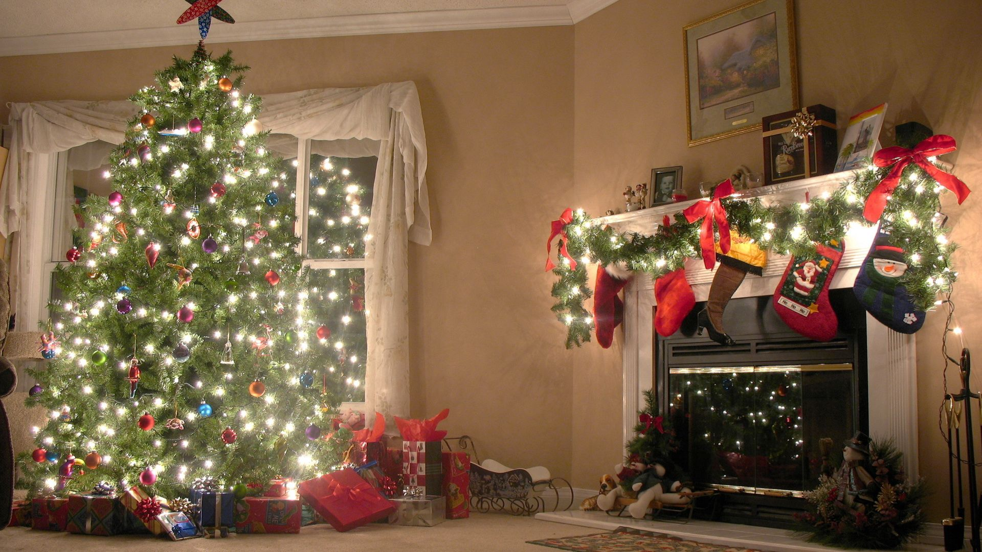 108156 download wallpaper Holidays, New Year, Decorations, Christmas Tree screensavers and pictures for free