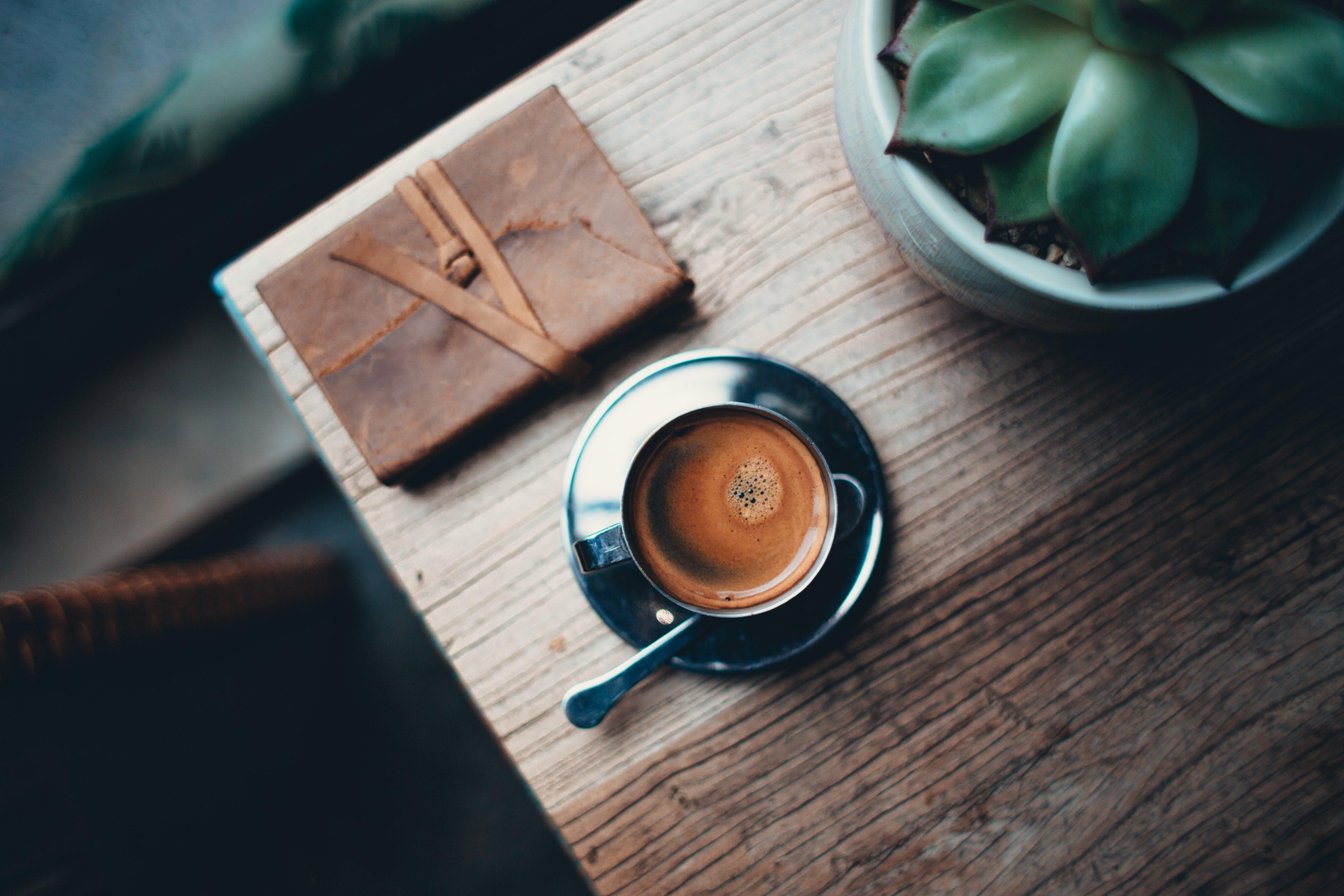 74705 Hintergrundbild herunterladen Lebensmittel, Getränke, Coffee, Eine Tasse, Tasse, Schaum, Meerschaum, Trinken, Der Löffel, Löffel, Untertasse - Bildschirmschoner und Bilder kostenlos