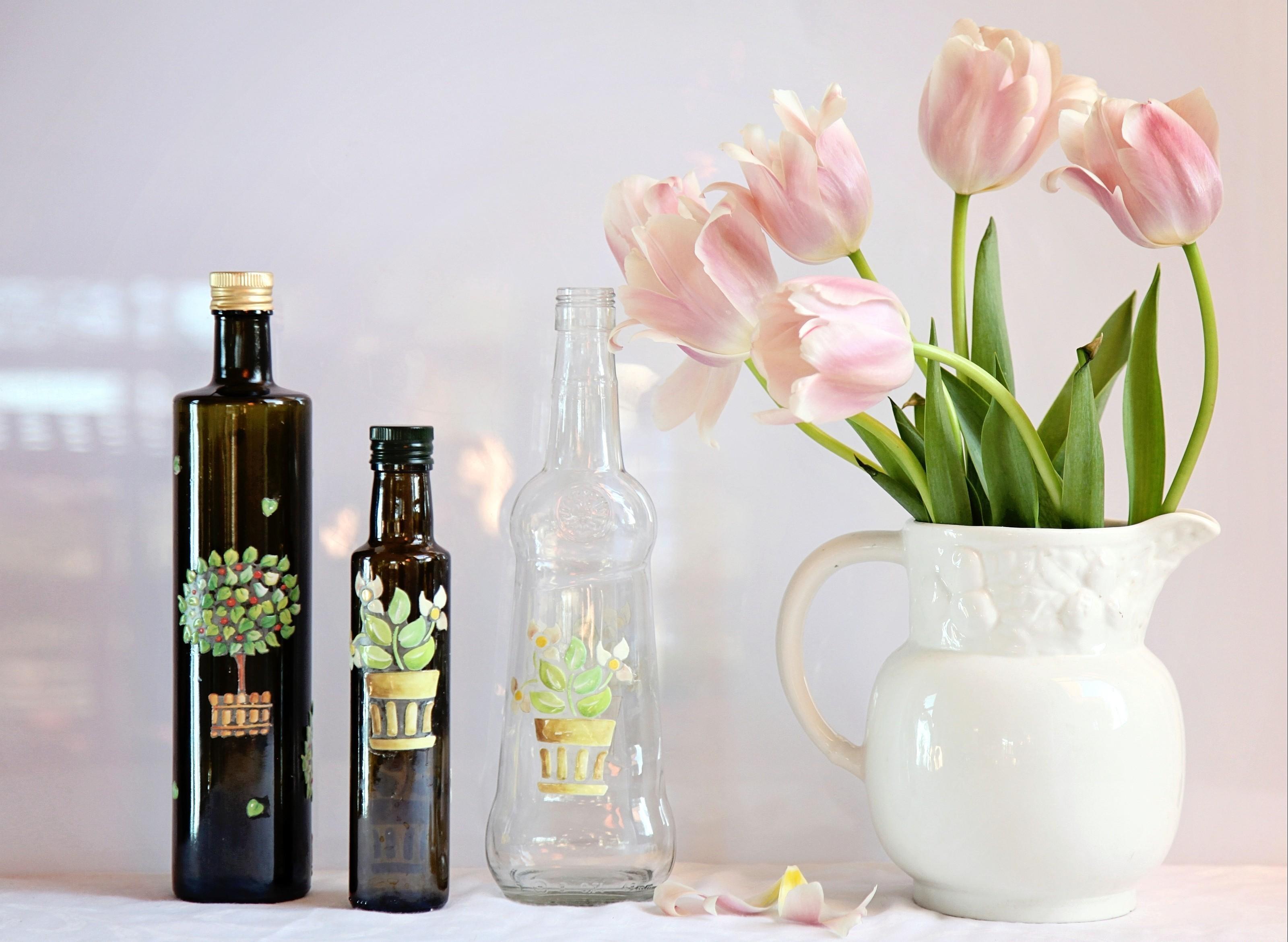 53393 descargar fondo de pantalla Flores, Pétalos, Jarra, Jarro, Botella, Botellas, Tulipanes: protectores de pantalla e imágenes gratis