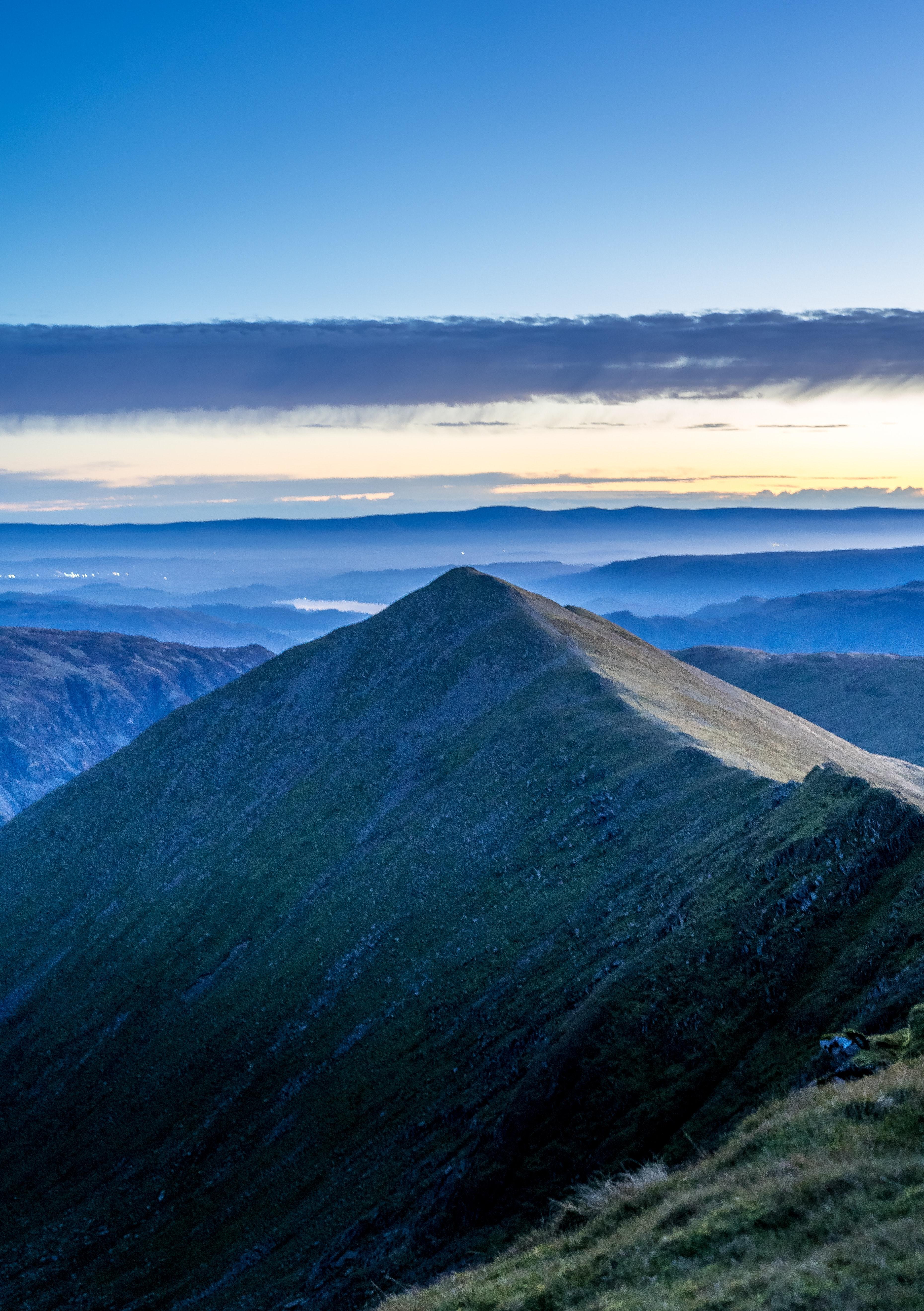 99684 скачать обои Природа, Гора, Вершина, Горный Хребет, Облака, Вид - заставки и картинки бесплатно