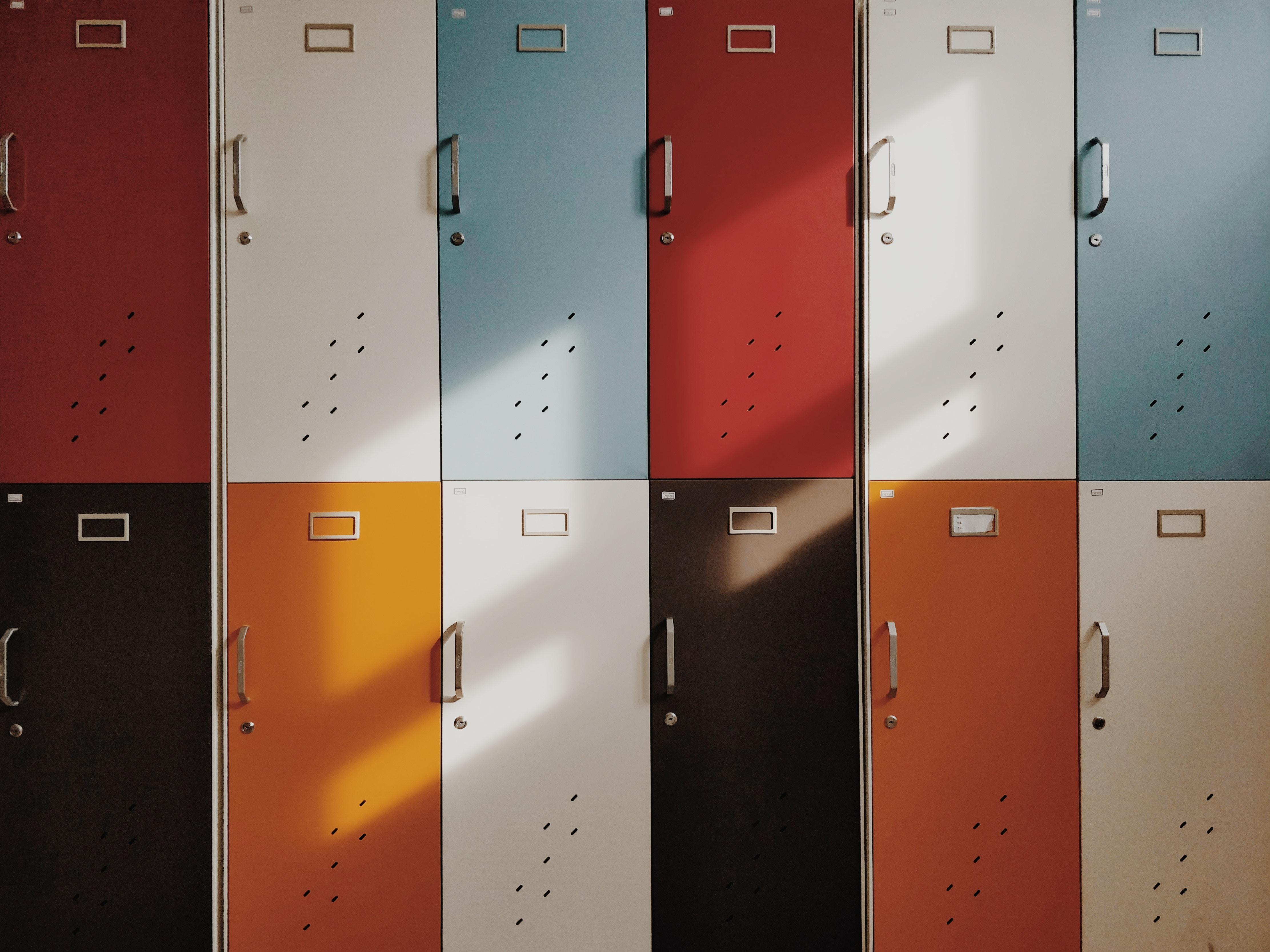 97649 Hintergrundbild herunterladen Mehrfarbig, Motley, Minimalismus, Retro, Türen, Tür, Schließfächer - Bildschirmschoner und Bilder kostenlos