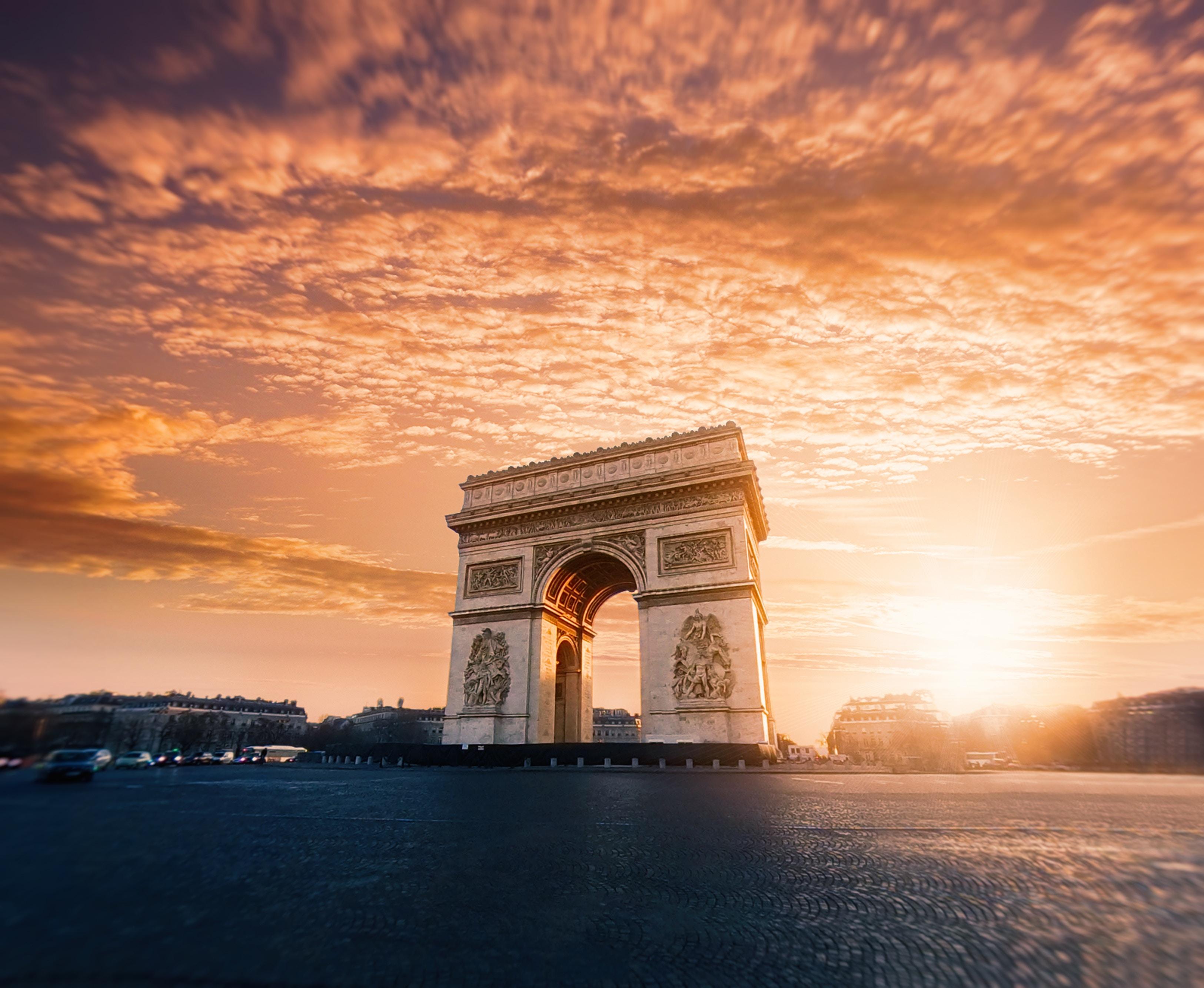 135817 Salvapantallas y fondos de pantalla Arquitectura en tu teléfono. Descarga imágenes de Arco Triunfal, Arco Del Triunfo, Nubes, París, Francia, Arquitectura, Ciudades gratis