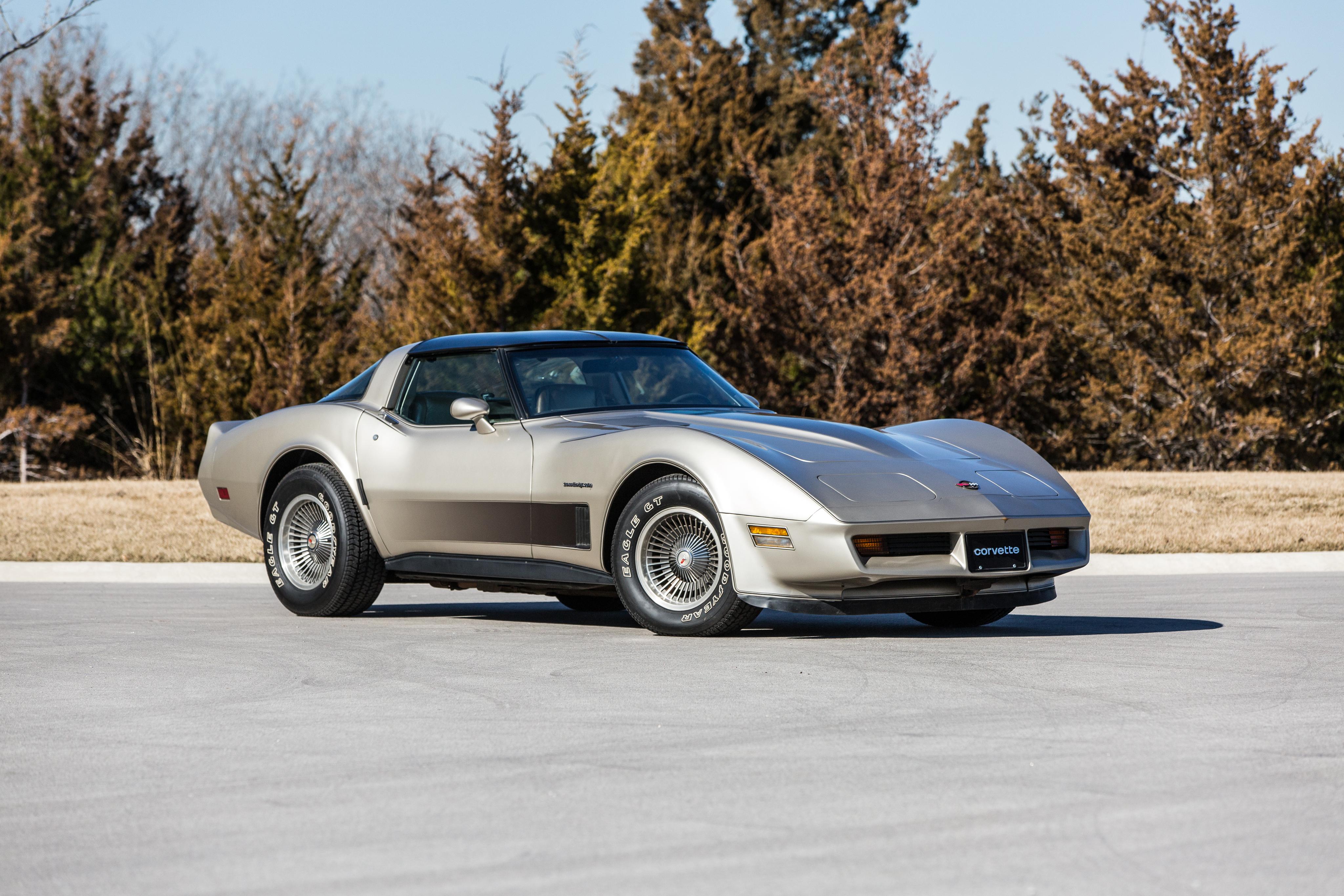 156059 скачать обои Тачки (Cars), Шевроле (Chevrolet), Corvette, 1982, Машины, Вид Сбоку - заставки и картинки бесплатно