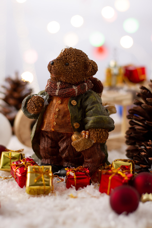 90319 Hintergrundbild herunterladen Feiertage, Neujahr, Spielzeug, Weihnachten, Neues Jahr, Bär, Statuette - Bildschirmschoner und Bilder kostenlos