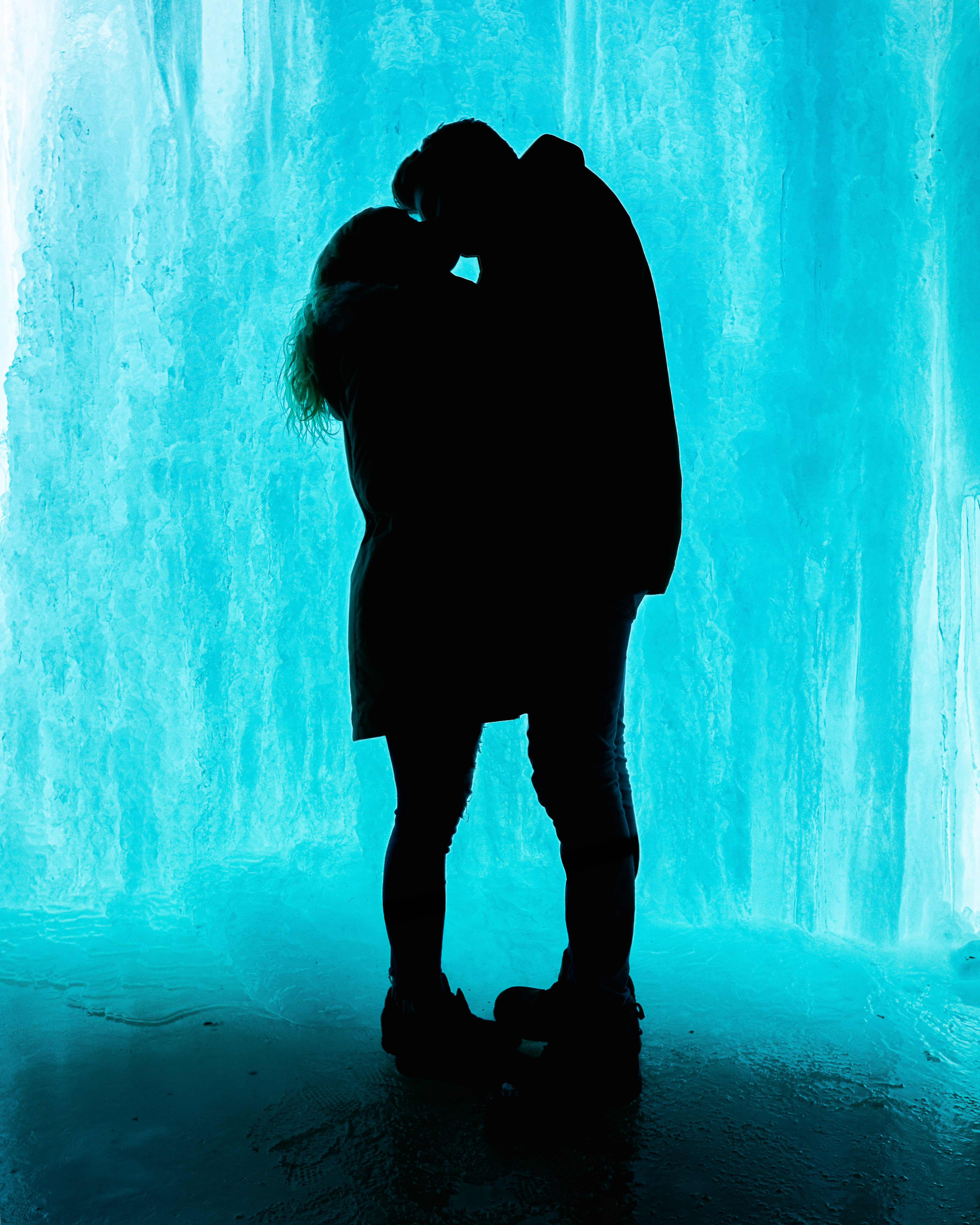 78672 download wallpaper Love, Lovers, Kiss, Ice screensavers and pictures for free