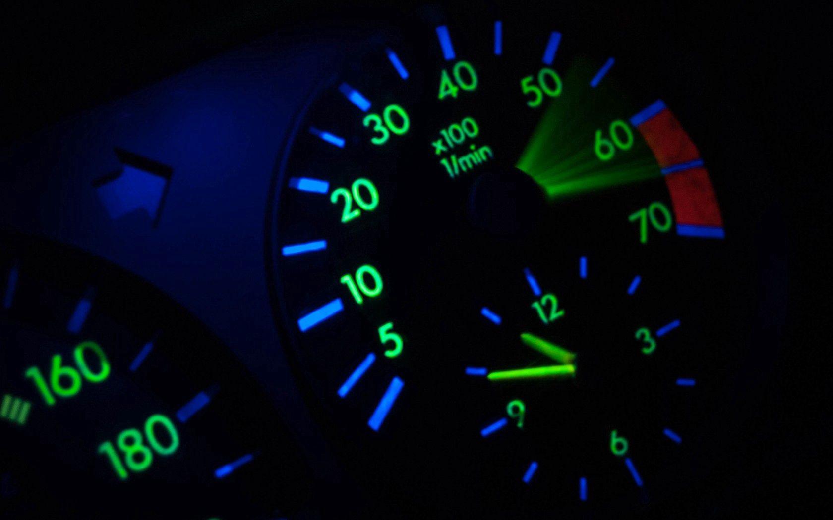 93850 Hintergrundbild herunterladen Mercedes, Dunkel, Mercedes Benz, Mercedes-Benz, Tachometer, Tacho - Bildschirmschoner und Bilder kostenlos