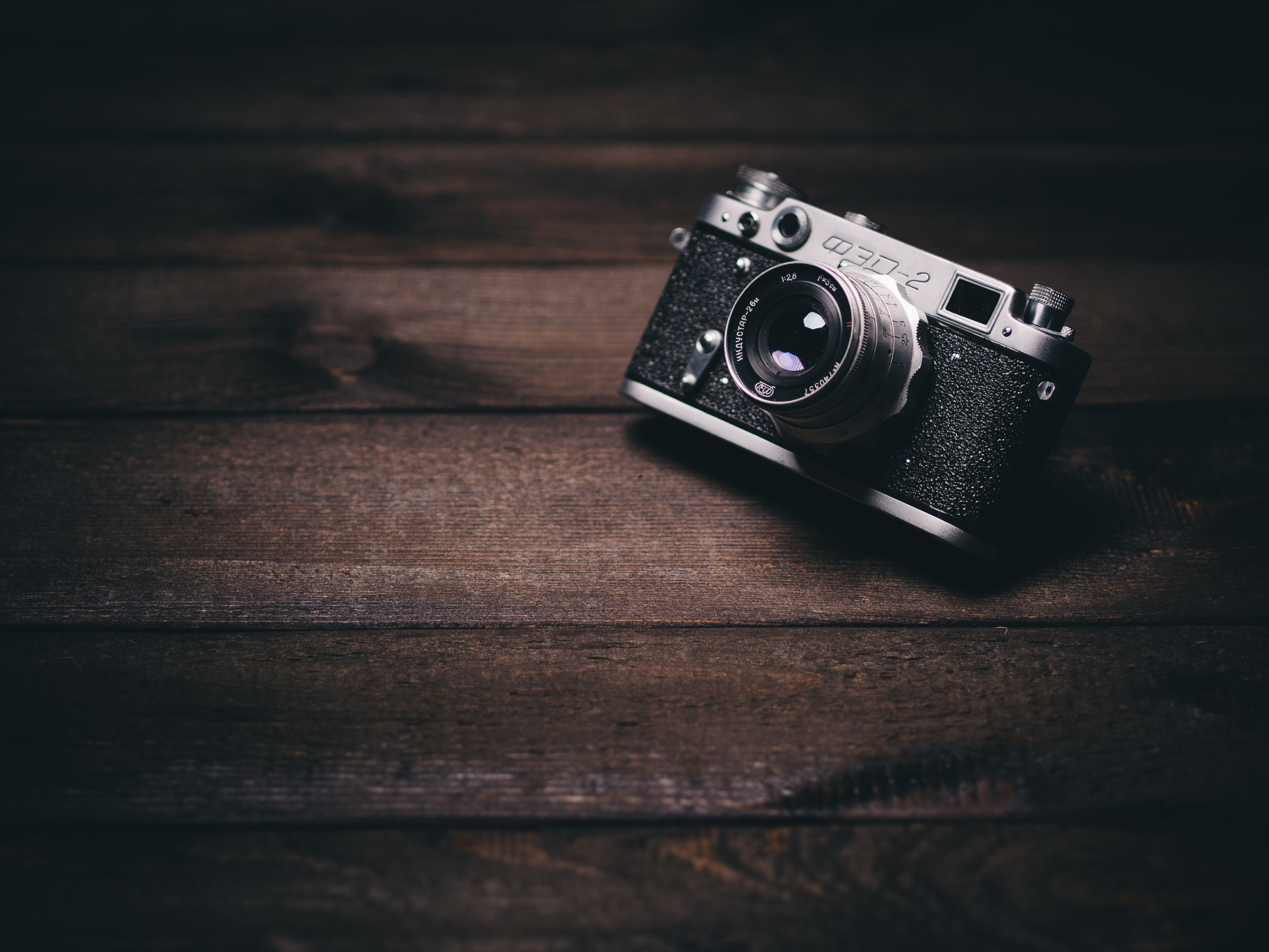 135633 download wallpaper Technologies, Technology, Camera, Lens, Vintage, Retro, Shadow, Planks, Board, Wood, Wooden screensavers and pictures for free