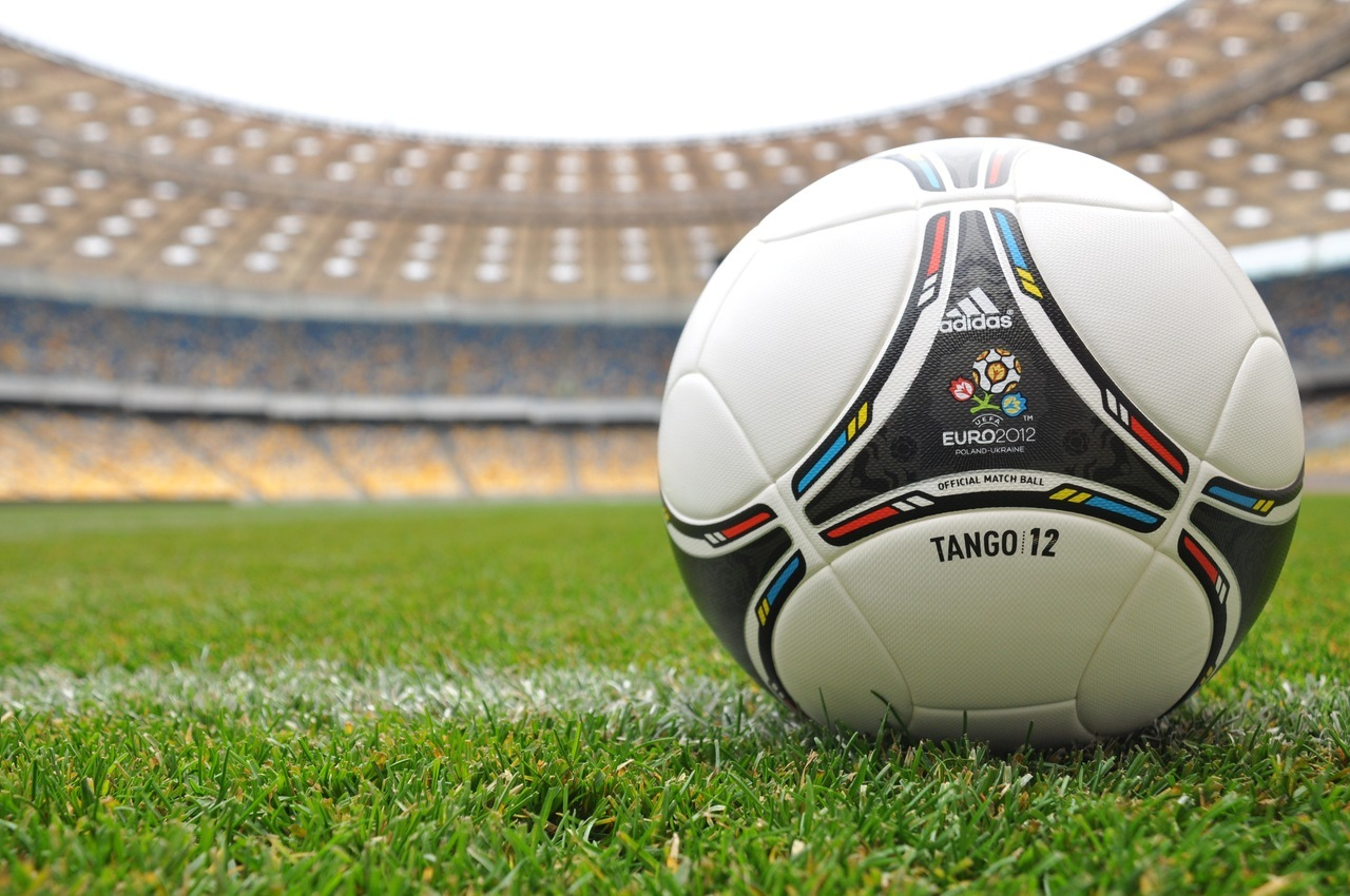 42830 download wallpaper Sports, Football, Objects screensavers and pictures for free