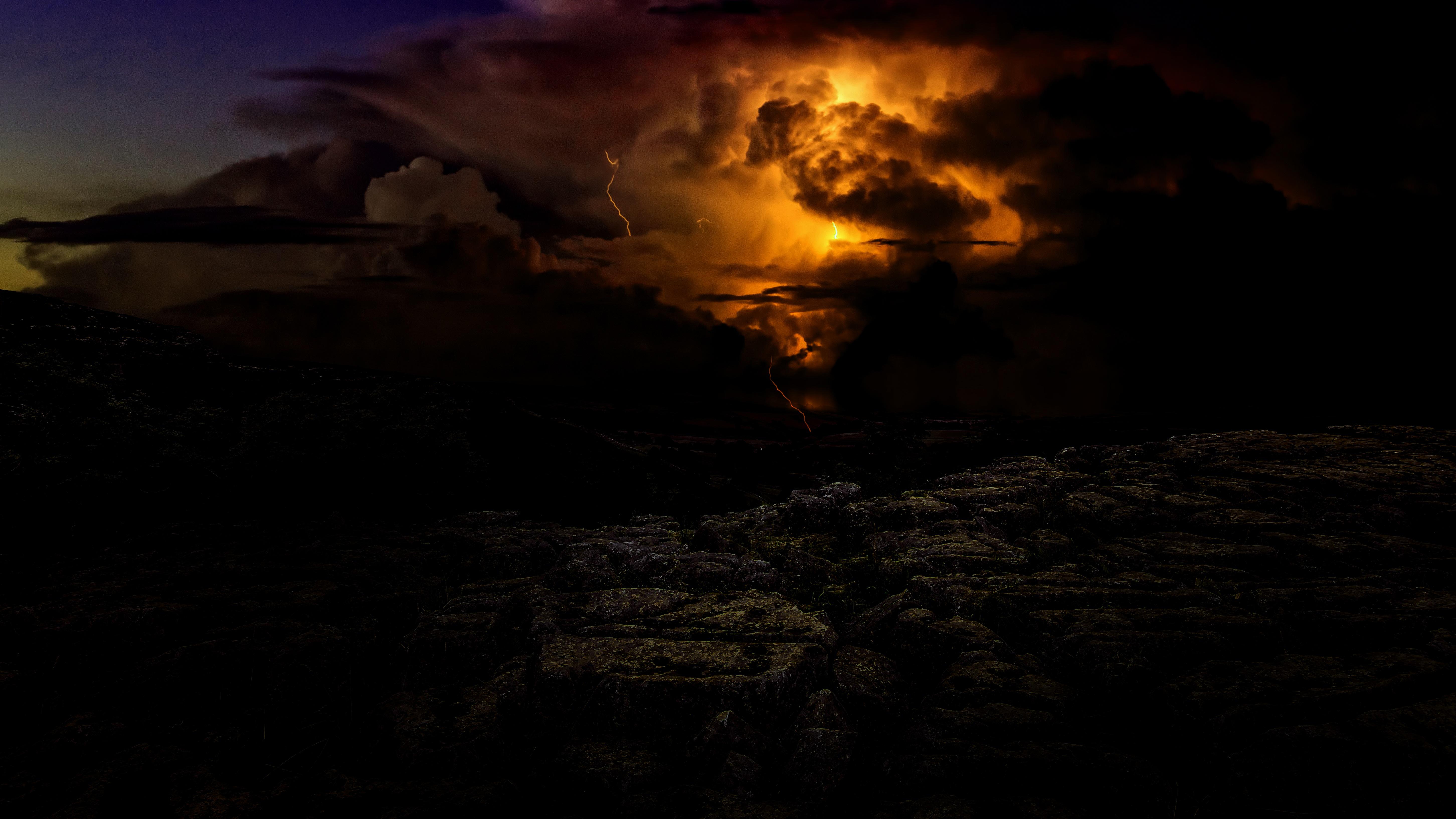 57715 Hintergrundbild herunterladen Blitz, Dunkel, Dämmerung, Twilight, Sturm, Gewitter, Bewölkt - Bildschirmschoner und Bilder kostenlos