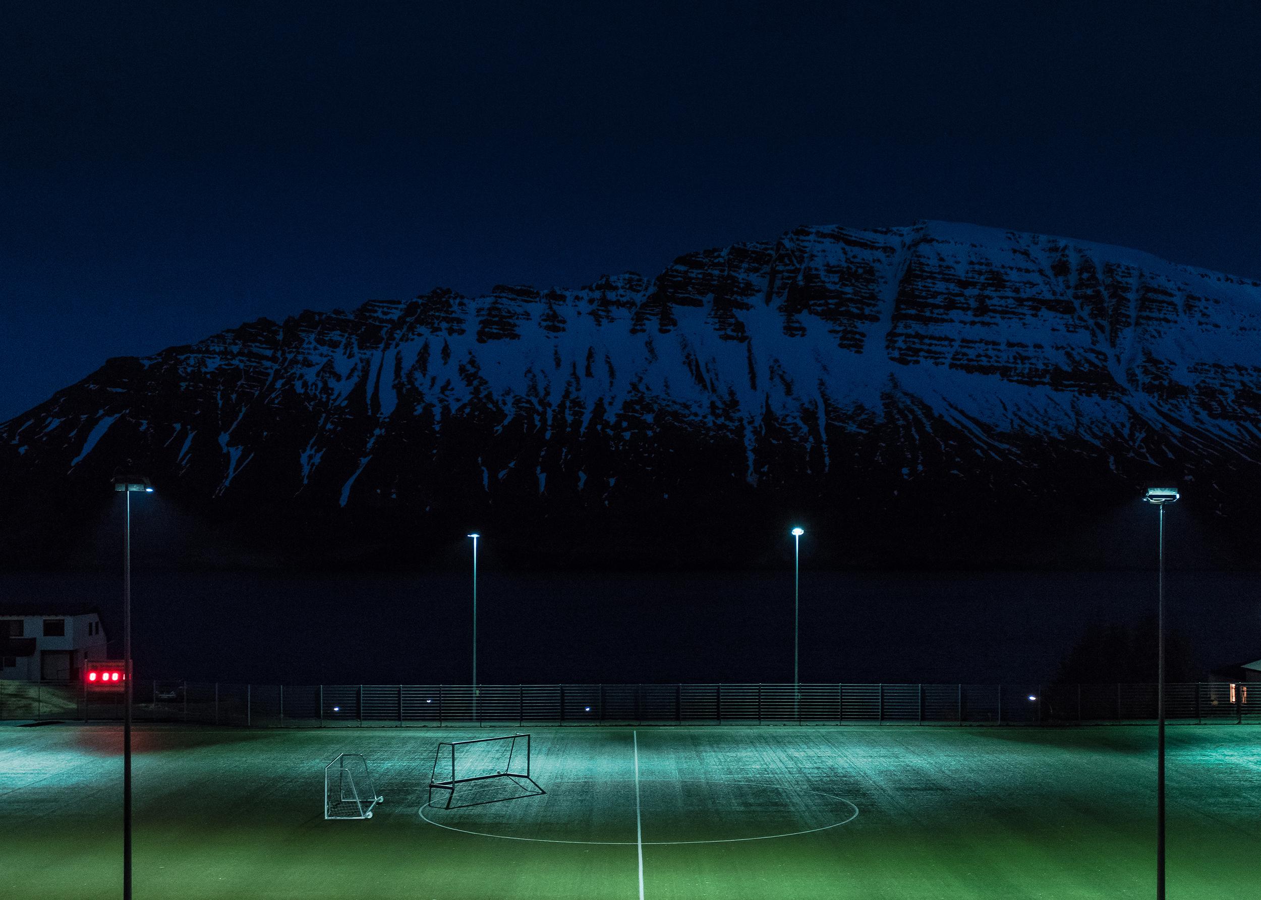 78488 descargar fondo de pantalla Deportes, Noche, Patio De Recreo, Plataforma, Césped, Campo De Fútbol: protectores de pantalla e imágenes gratis