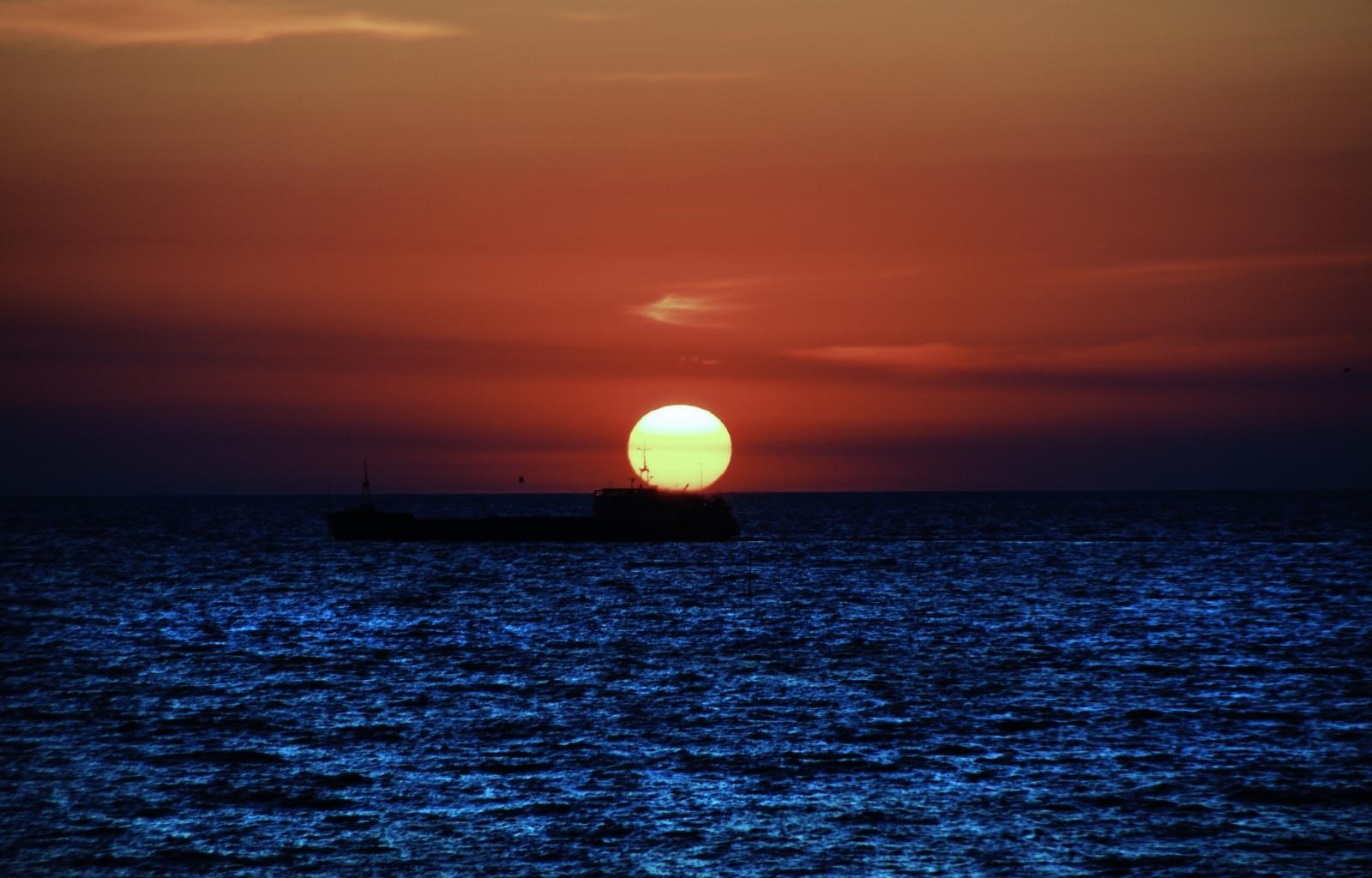 9082 скачать обои Пейзаж, Закат, Небо, Море, Солнце - заставки и картинки бесплатно