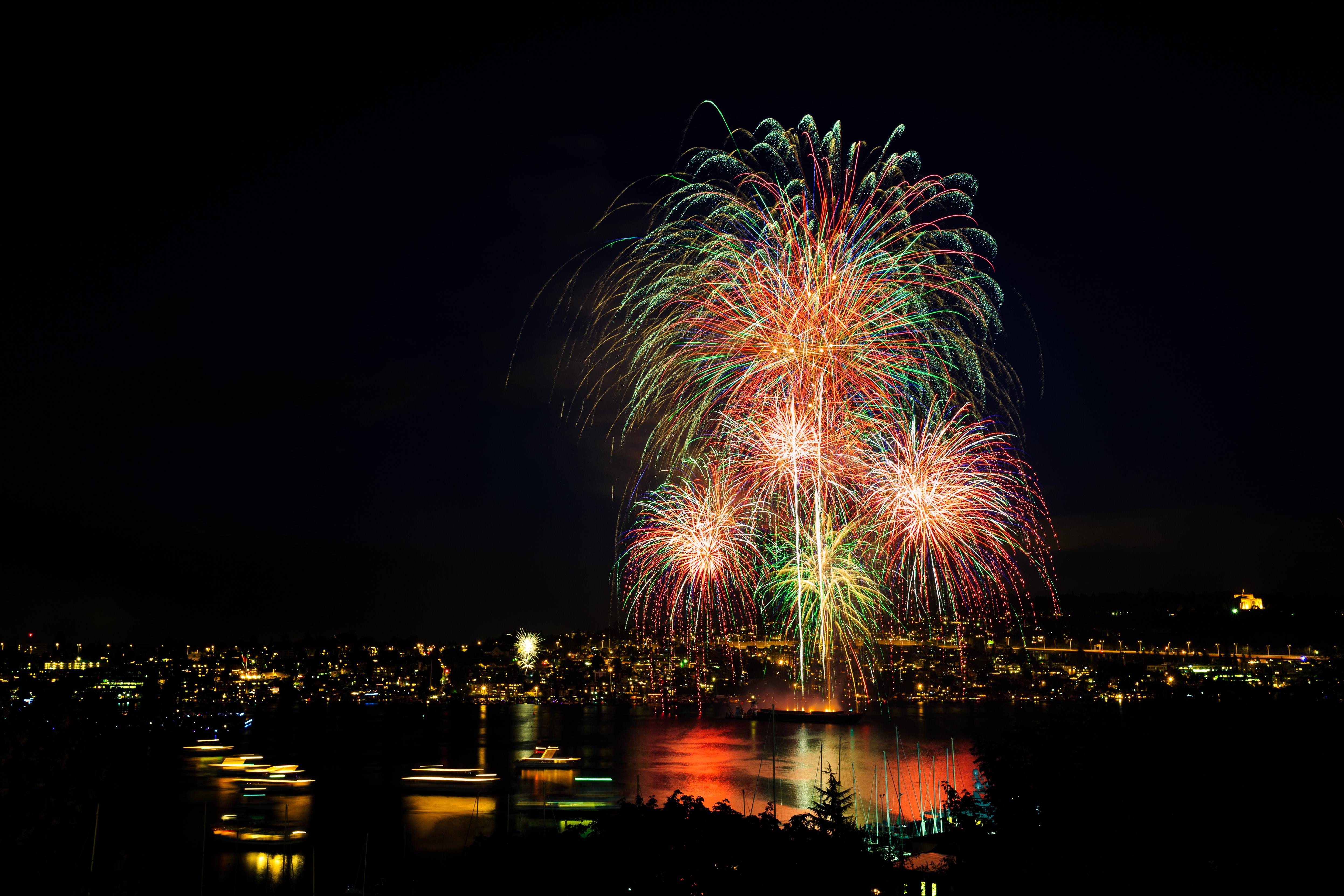 81645 Bildschirmschoner und Hintergrundbilder Feiertage auf Ihrem Telefon. Laden Sie Feiertage, Salute, Nächtliche Stadt, Night City, Lichter Der Stadt, City Lights, Feuerwerk, Seattle Bilder kostenlos herunter