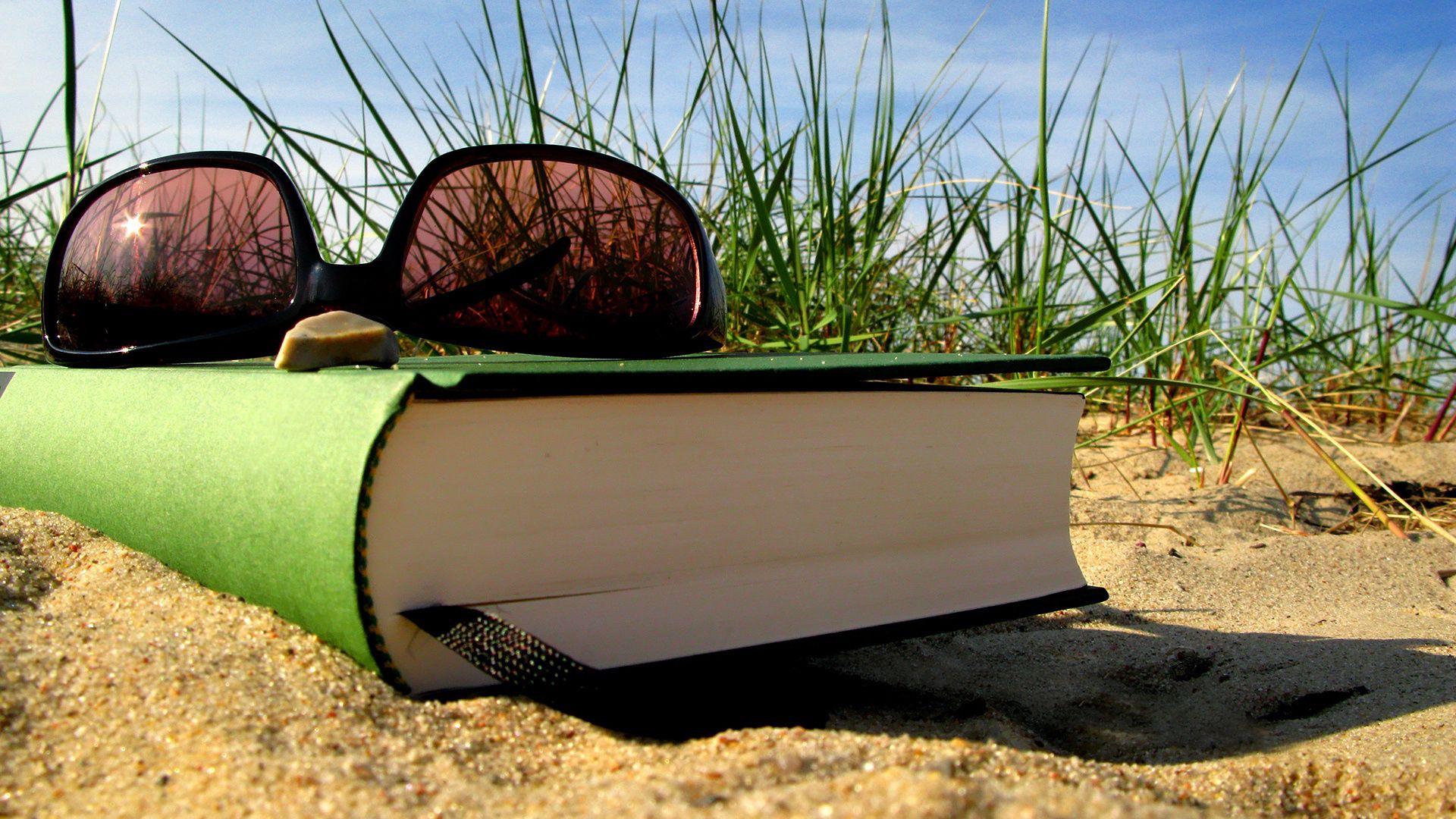 112965 скачать обои Разное, Лето, Отдых, Книга, Очки, Закладка, Песок, Трава - заставки и картинки бесплатно