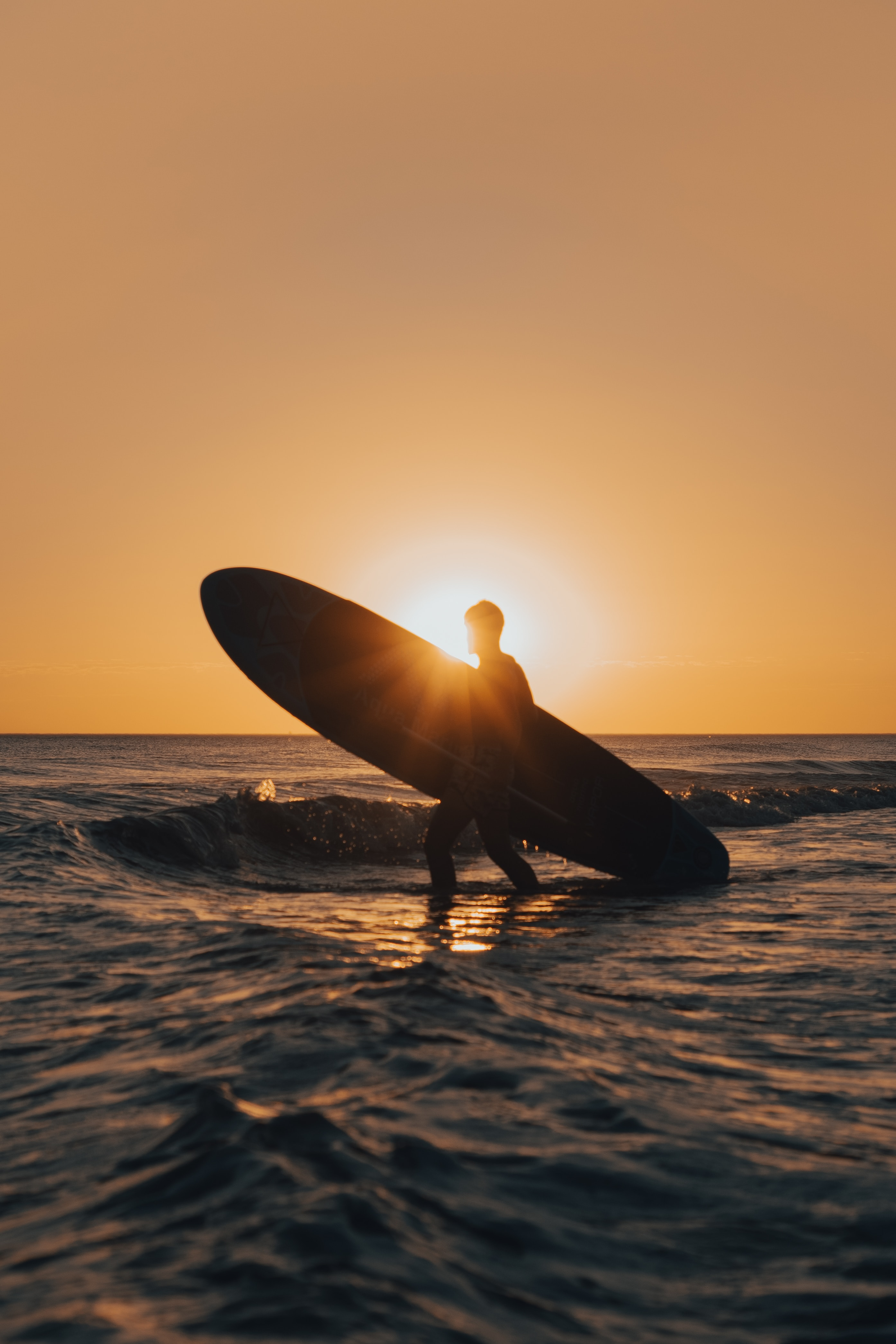 124569 download wallpaper Sports, Serfing, Surfer, Silhouette, Sunset, Waves screensavers and pictures for free