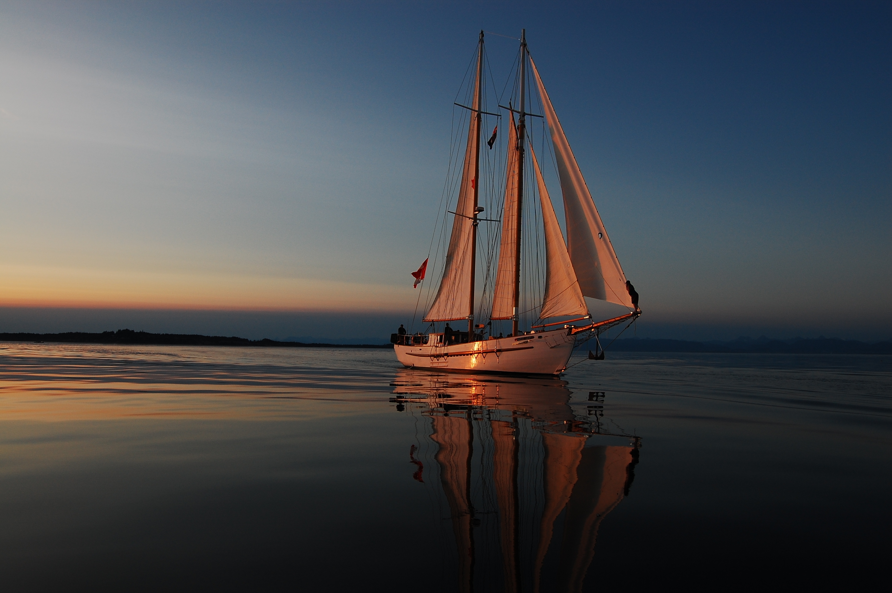 101636 download wallpaper Sea, Miscellanea, Miscellaneous, Journey, Relaxation, Rest, Evening, Sail, Sails, Yacht, Gleams Of The Sunset, Reflections Of The Sunset screensavers and pictures for free