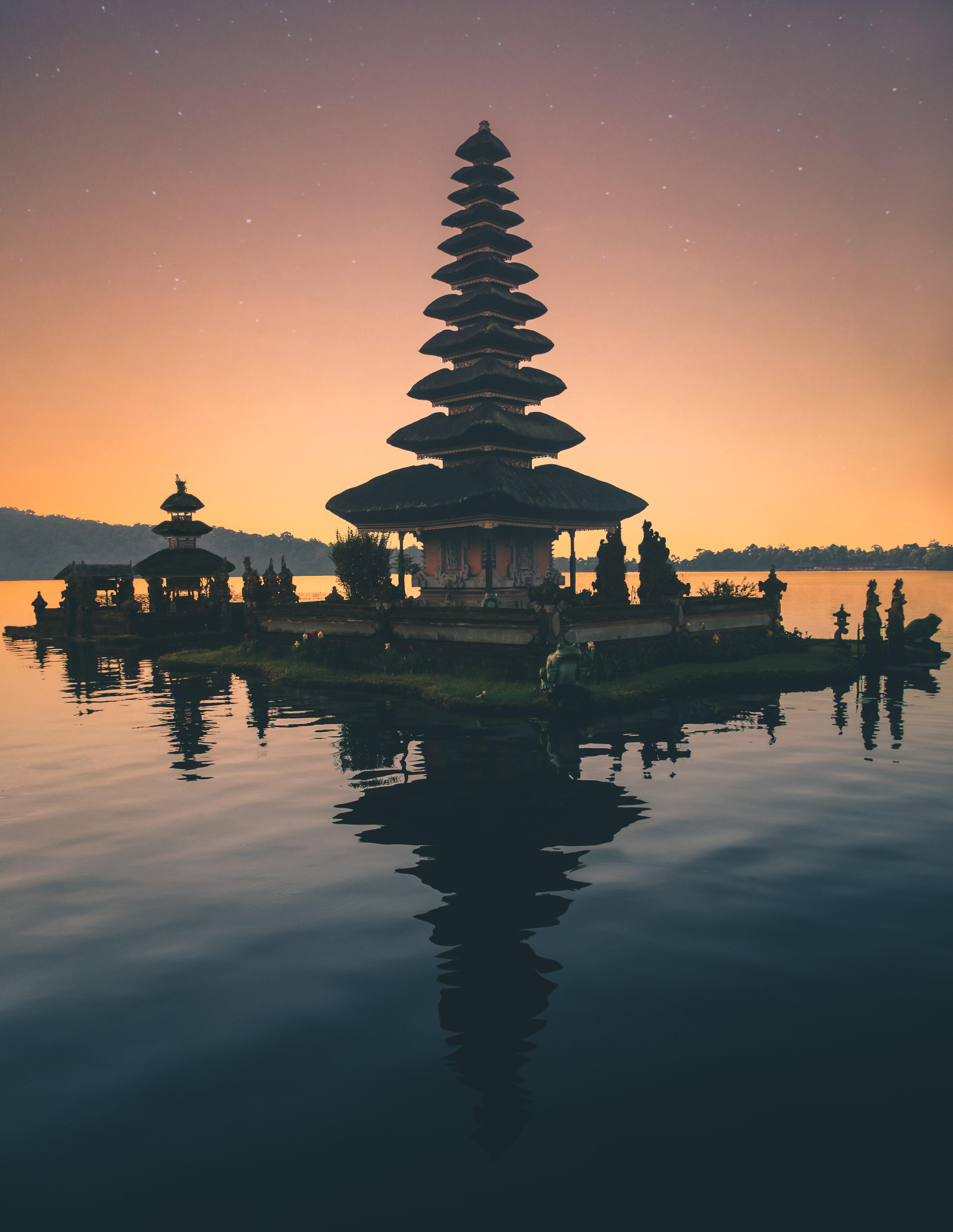 125961 免費下載壁紙 巴厘岛, 寺庙, 神殿, 塔, 塔楼, 水, 城市 屏保和圖片