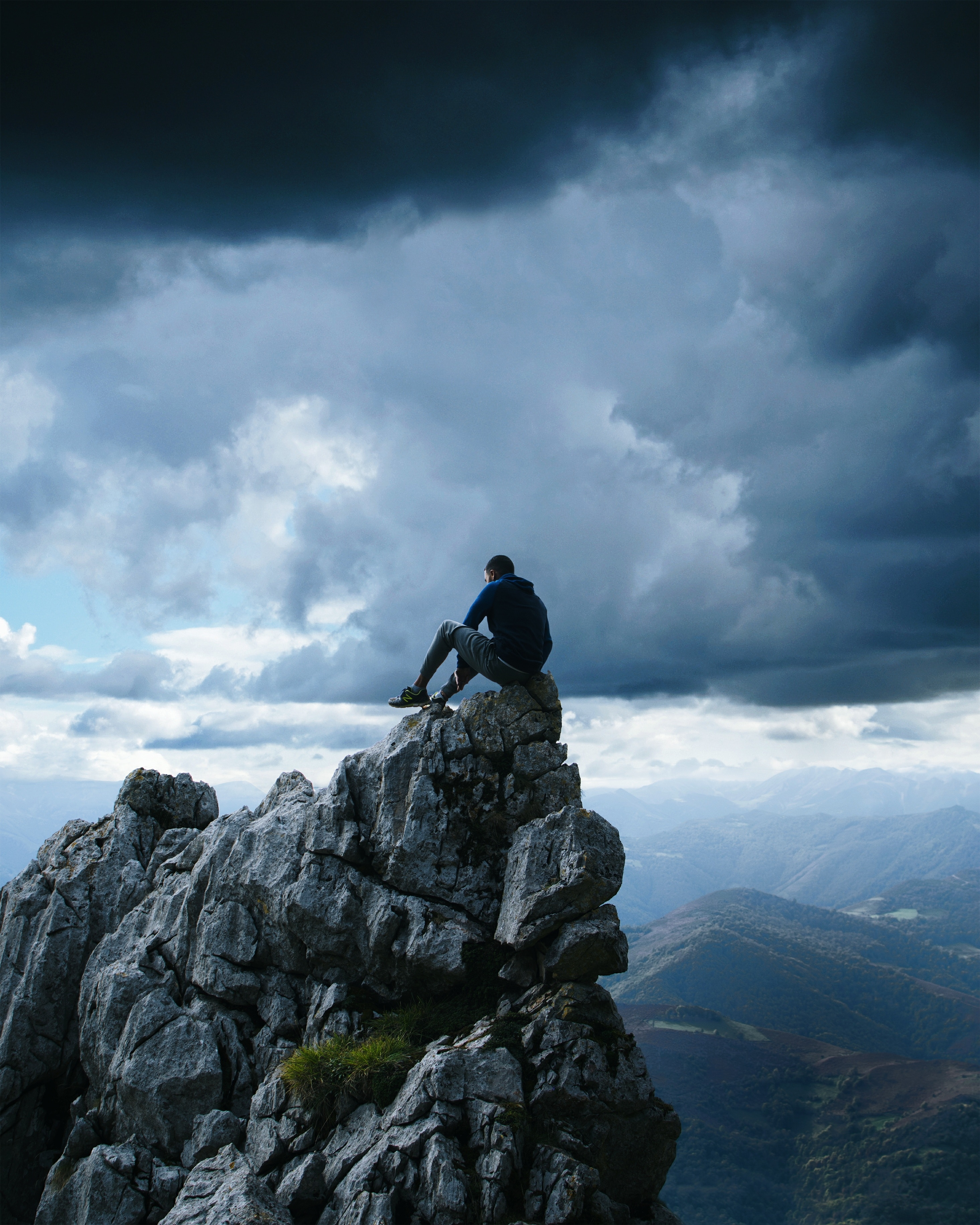 60185 download wallpaper Nature, Rock, Human, Person, Break, Precipice, Height, Freedom, Mountains screensavers and pictures for free