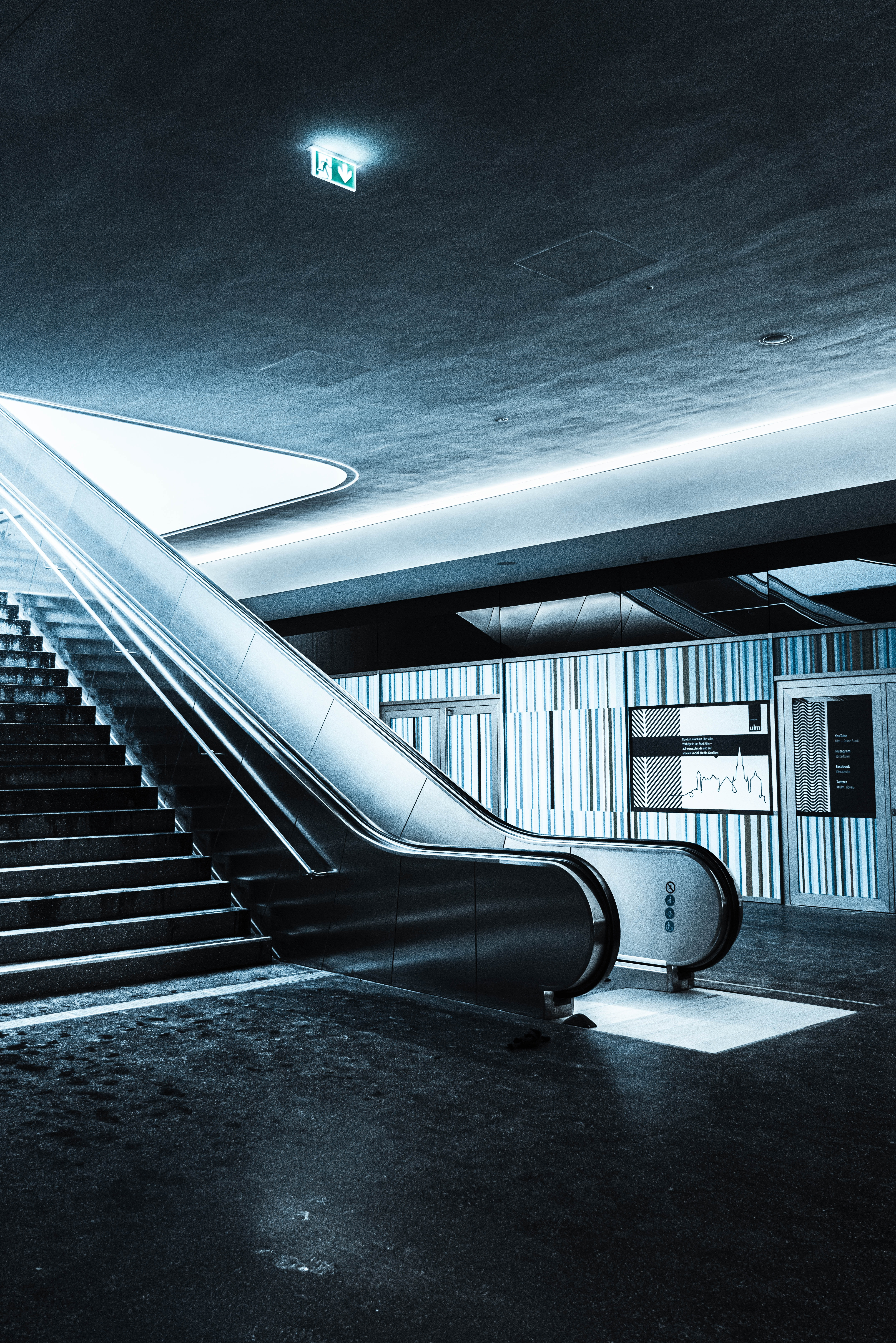 136101 Screensavers and Wallpapers Metro for phone. Download Miscellanea, Miscellaneous, Stairs, Ladder, Steps, Railings, Handrail, Metro, Subway, Escalator pictures for free