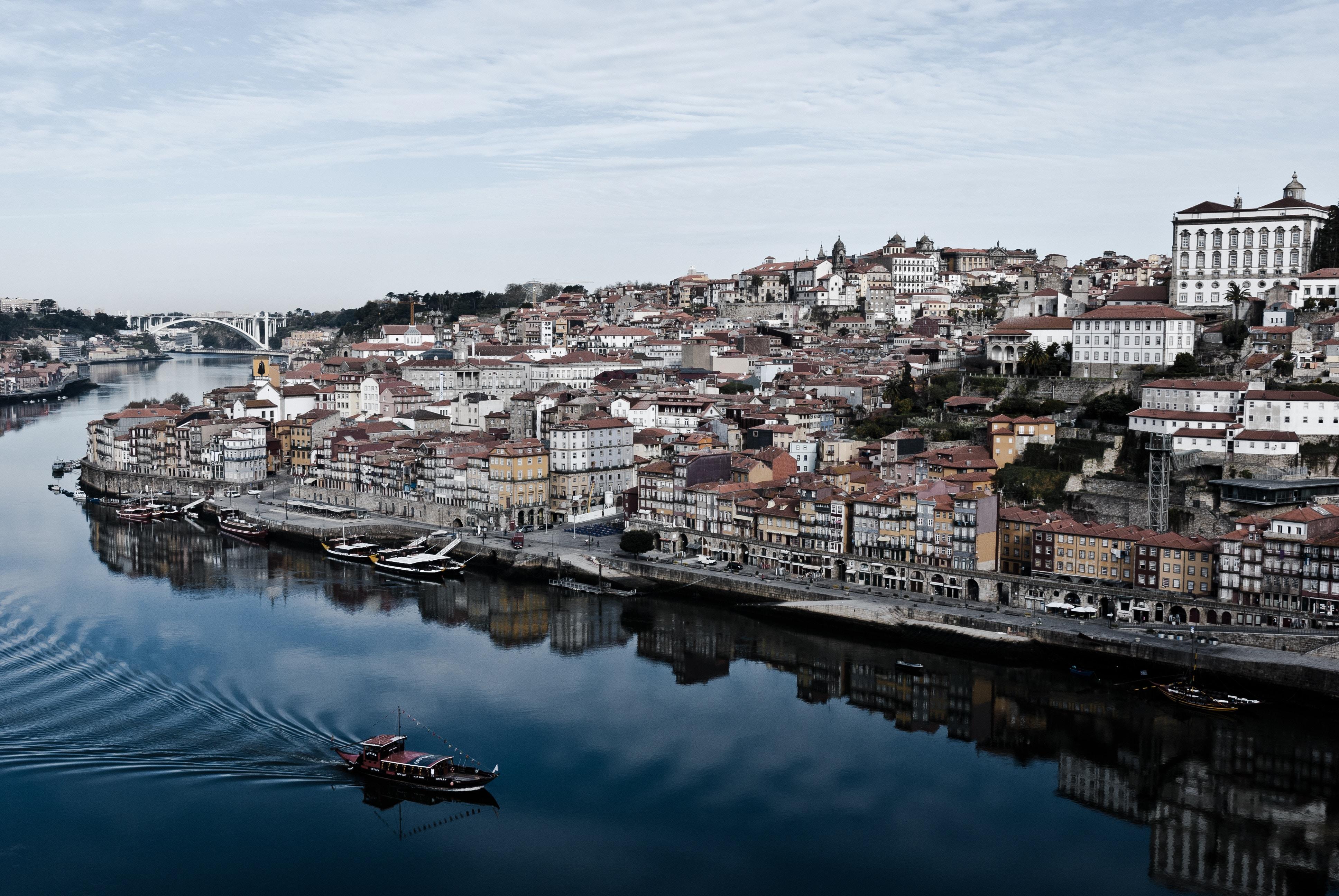 手機的62142屏保和壁紙建筑。 免費下載 葡萄牙, 港口, 支撑, 海岸, 建筑物, 建筑, 城市 圖片