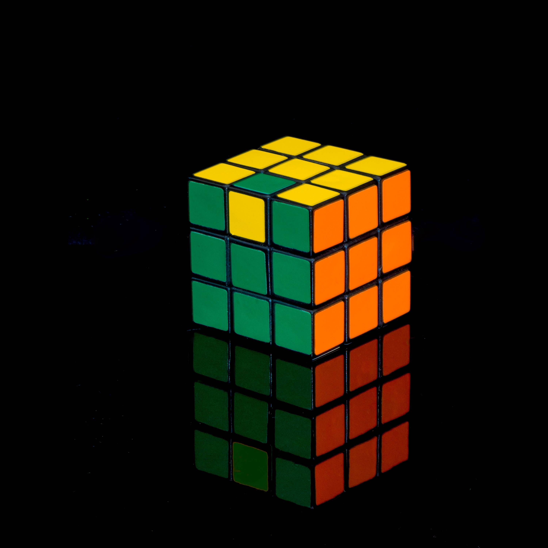 107535 télécharger le fond d'écran Divers, Rubik's Cube, Rubik'S Cube, Cube, Réflexion, Le Noir, Multicolore, Hétéroclite - économiseurs d'écran et images gratuitement