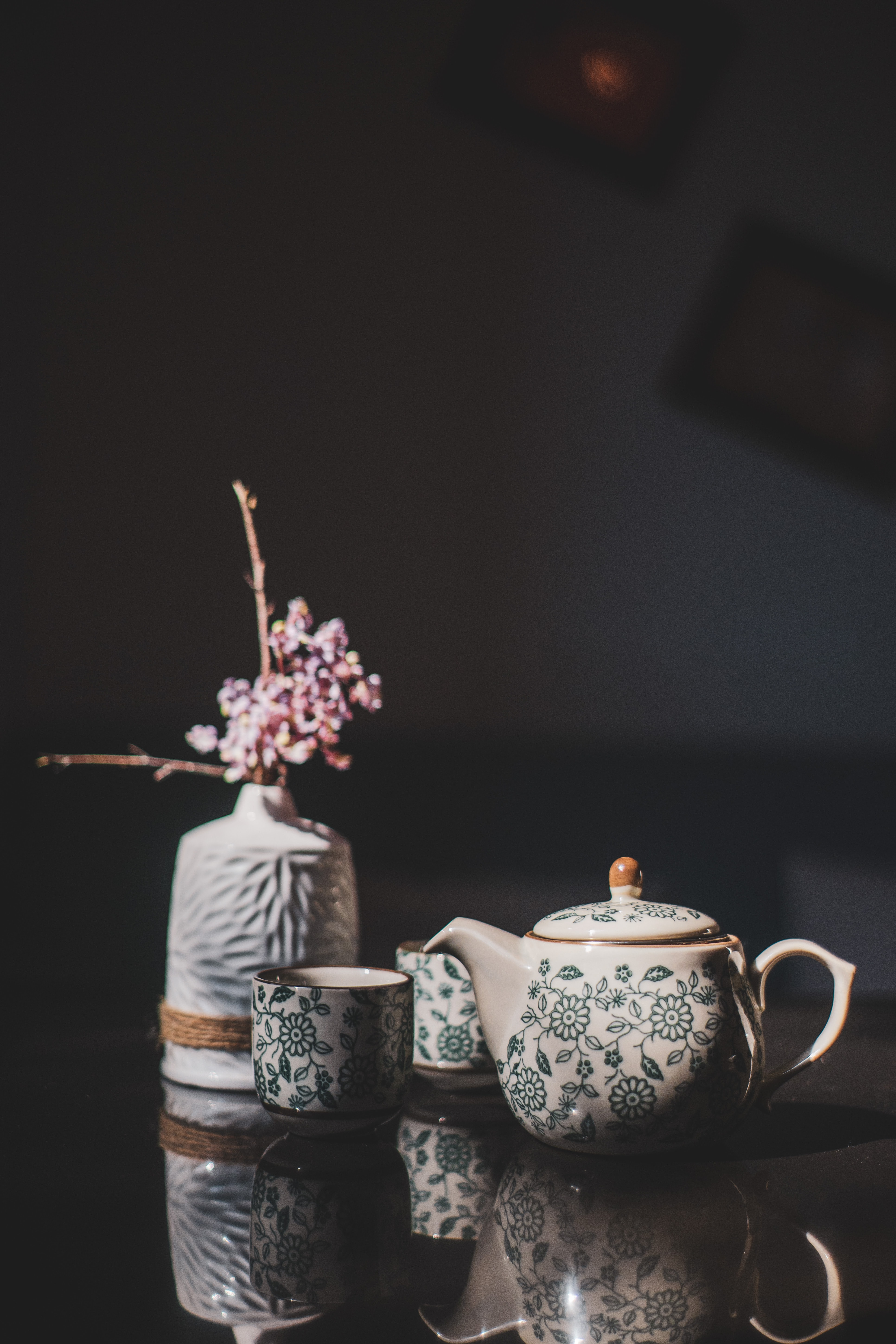 70354 download wallpaper Flowers, Cups, Miscellanea, Miscellaneous, Vase, Decor, Teapot, Kettle screensavers and pictures for free