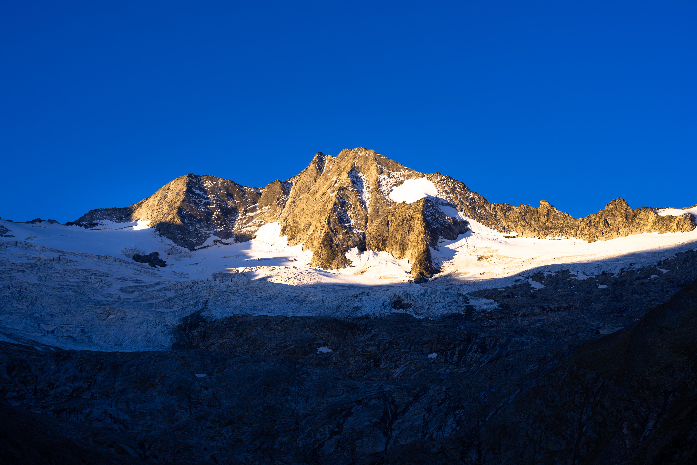 108239 скачать обои Тень, Пейзаж, Природа, Снег, Гора, Вершина - заставки и картинки бесплатно