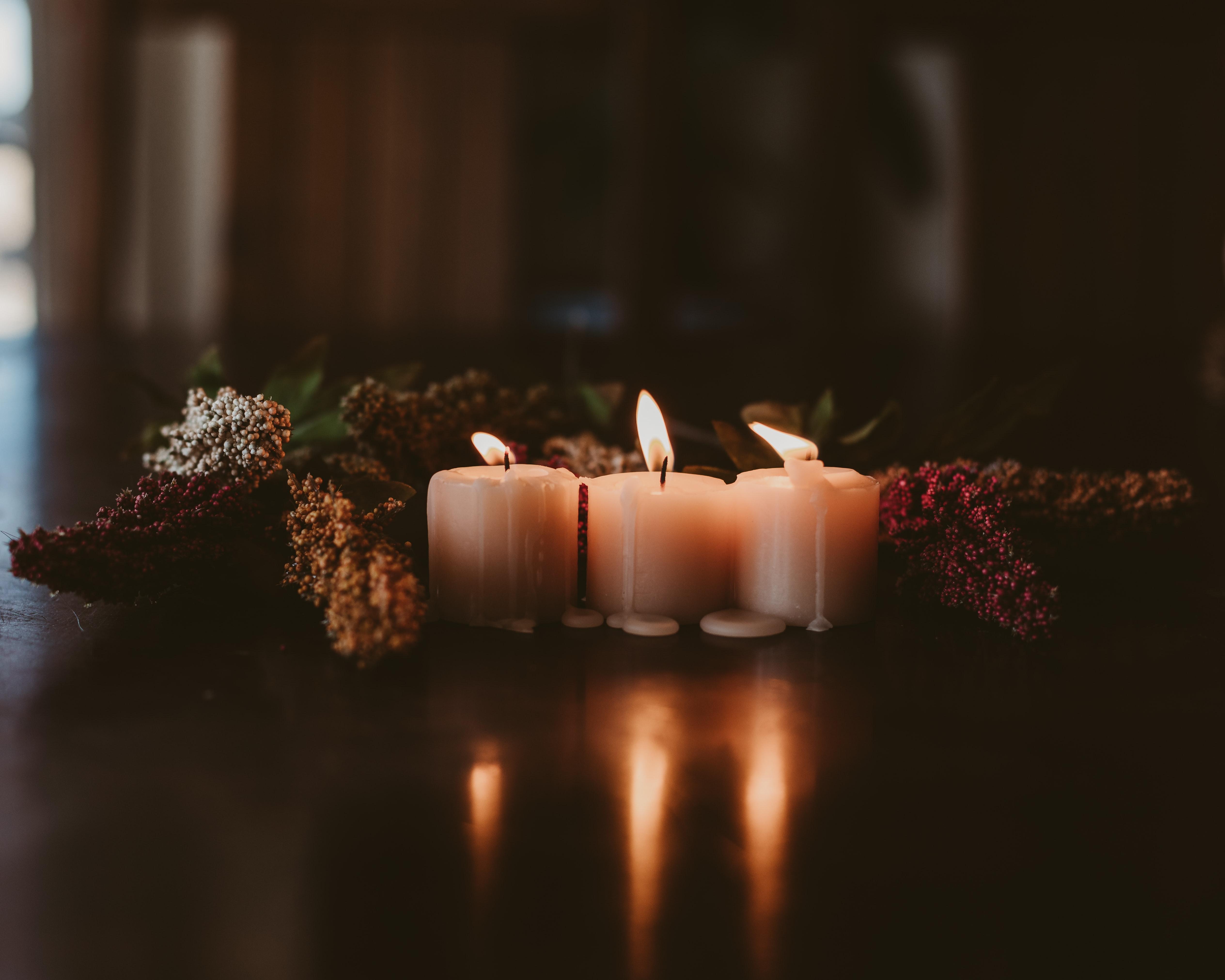 106880 Hintergrundbild herunterladen Kerzen, Dunkel, Flamme, Verschiedenes, Sonstige, Wachs - Bildschirmschoner und Bilder kostenlos