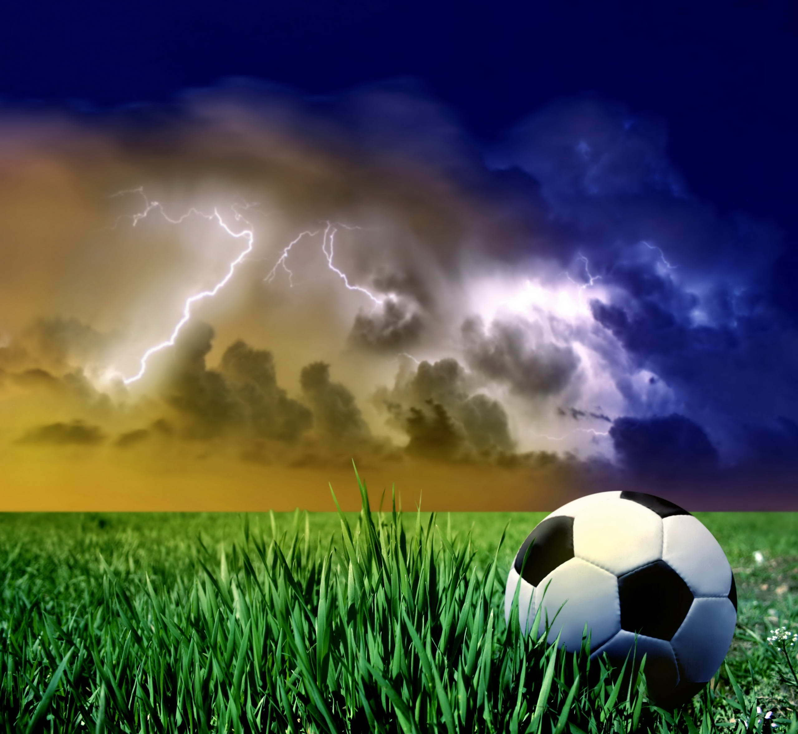 6816 download wallpaper Sports, Sky, Football screensavers and pictures for free