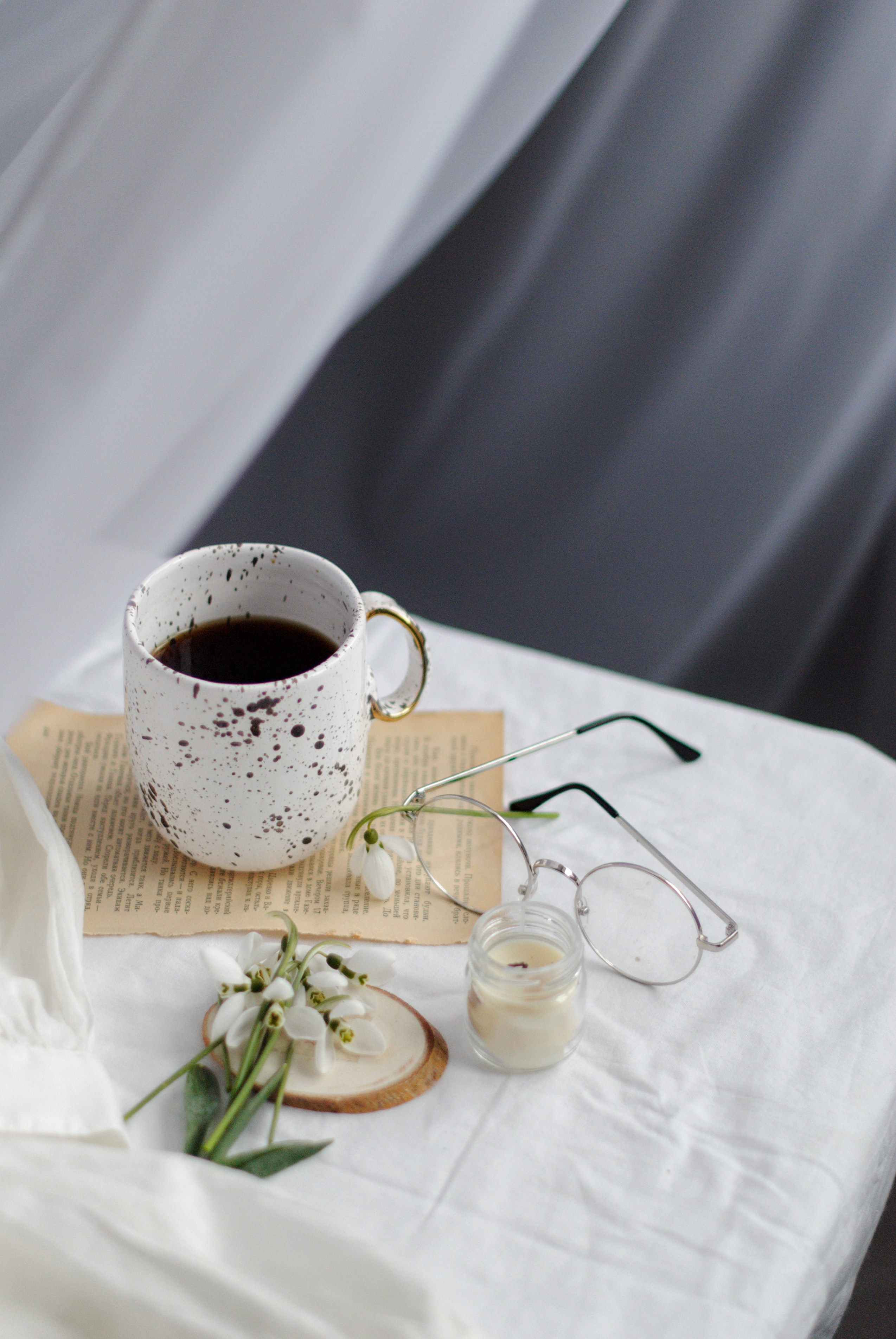 144375 download wallpaper Miscellanea, Miscellaneous, Spring, Coffee, Glasses, Spectacles, Flowers screensavers and pictures for free