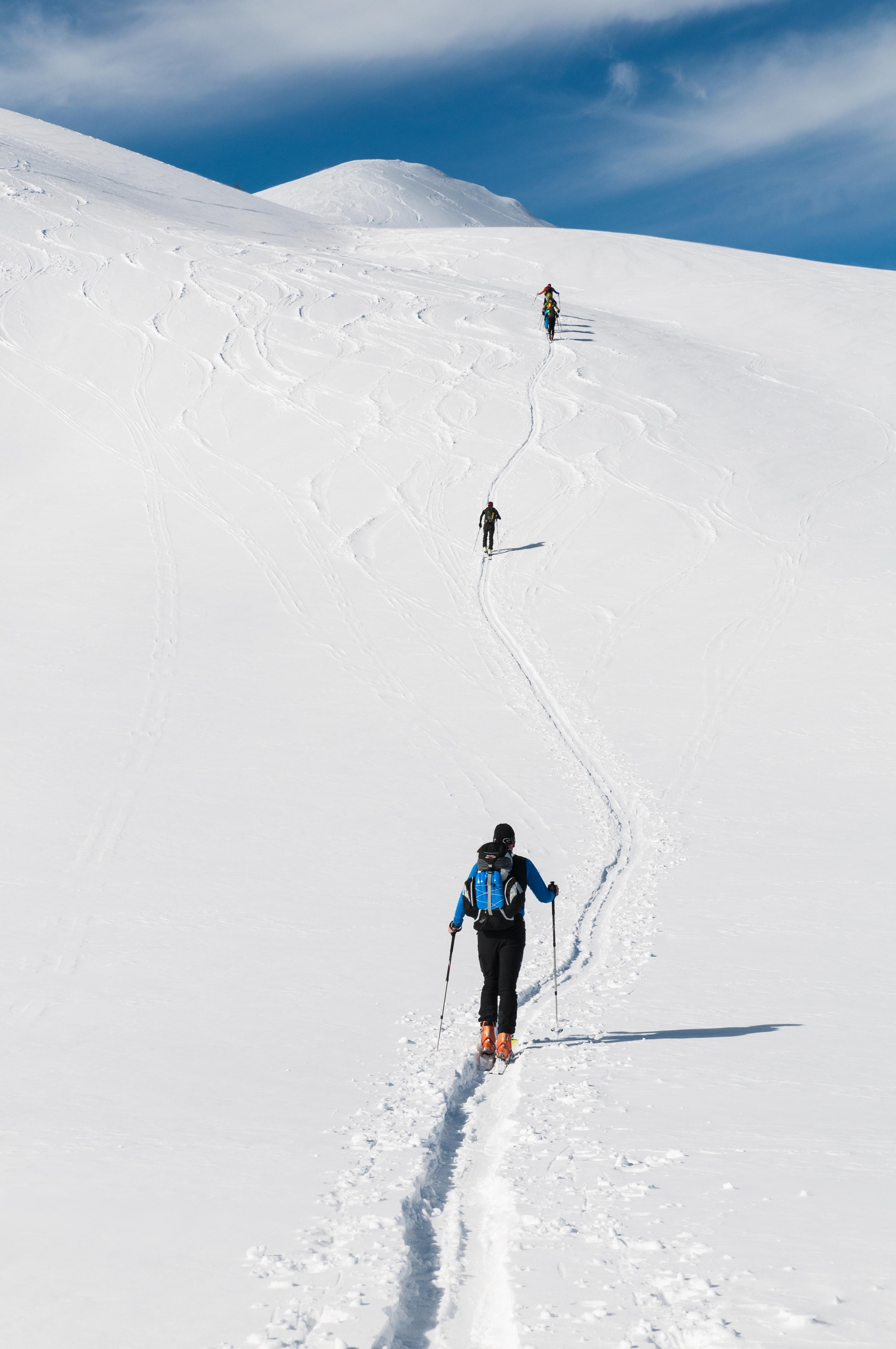 80757 скачать обои Спорт, Лыжники, Гора, Снег, Поход, Зима - заставки и картинки бесплатно