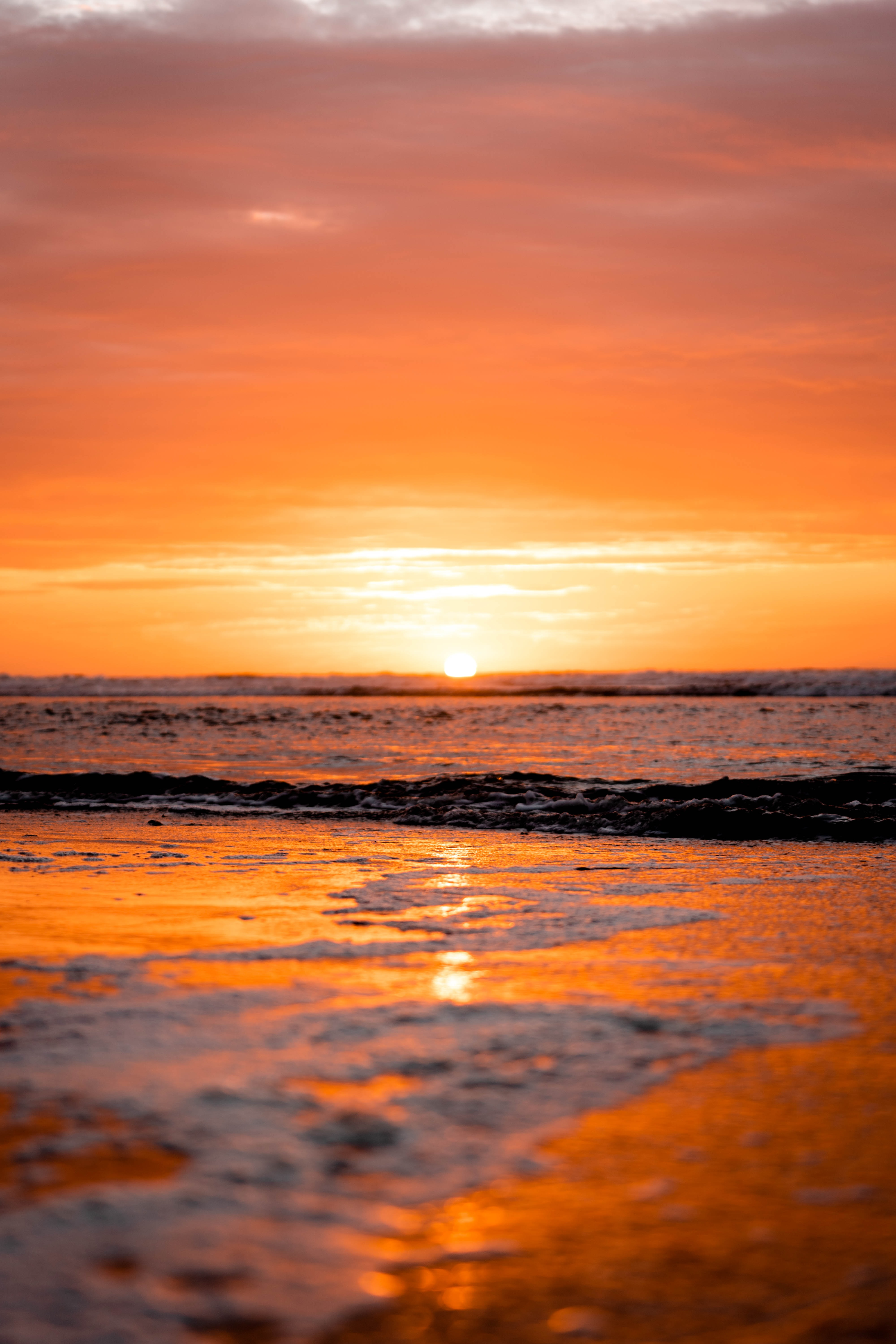 124060 download wallpaper Nature, Ocean, Water, Horizon, Beach, Sunset, Sun screensavers and pictures for free