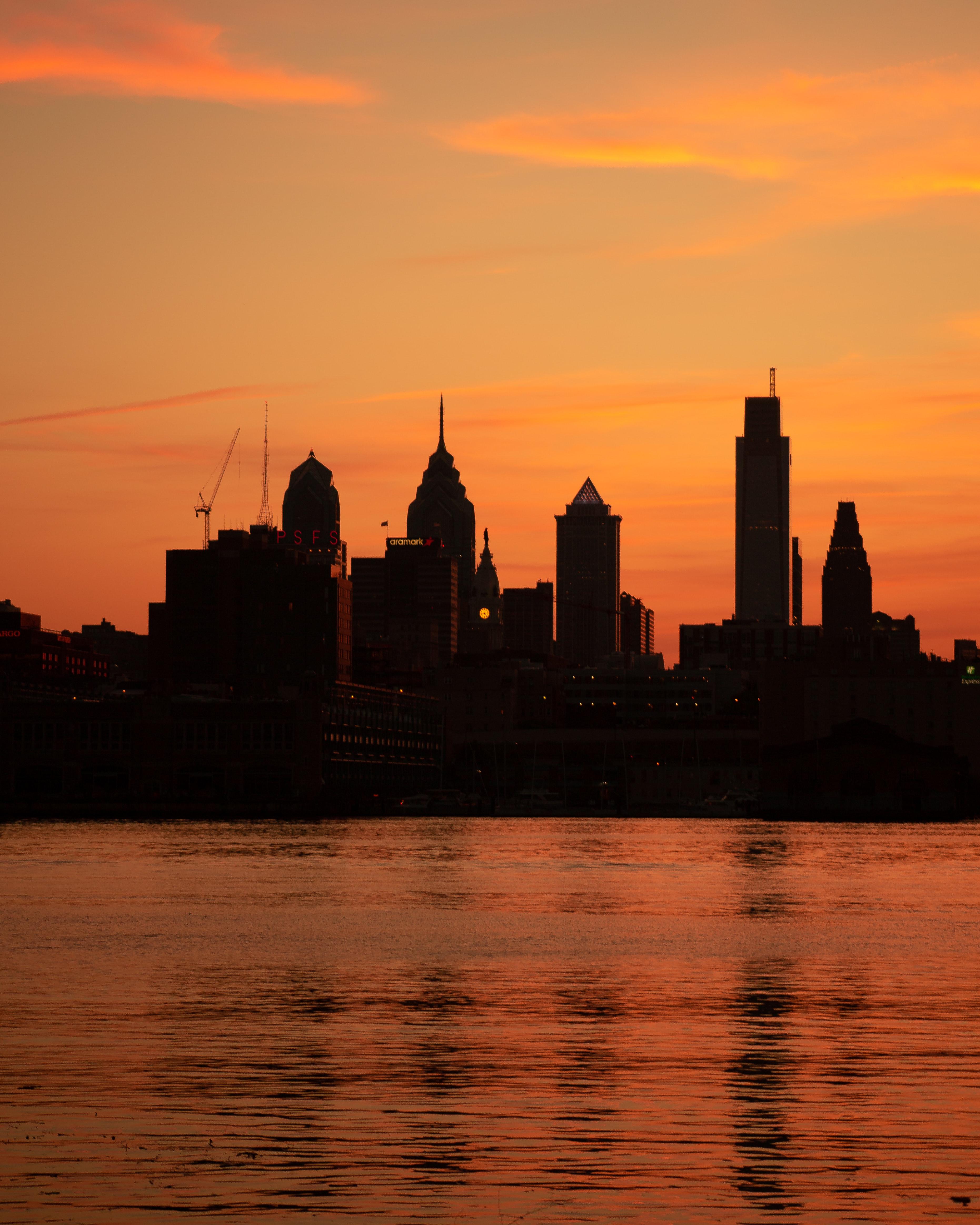143361壁紙のダウンロード高層ビル, 高 層 ビル, 建物, シルエット, 日没, 海, 都市-スクリーンセーバーと写真を無料で