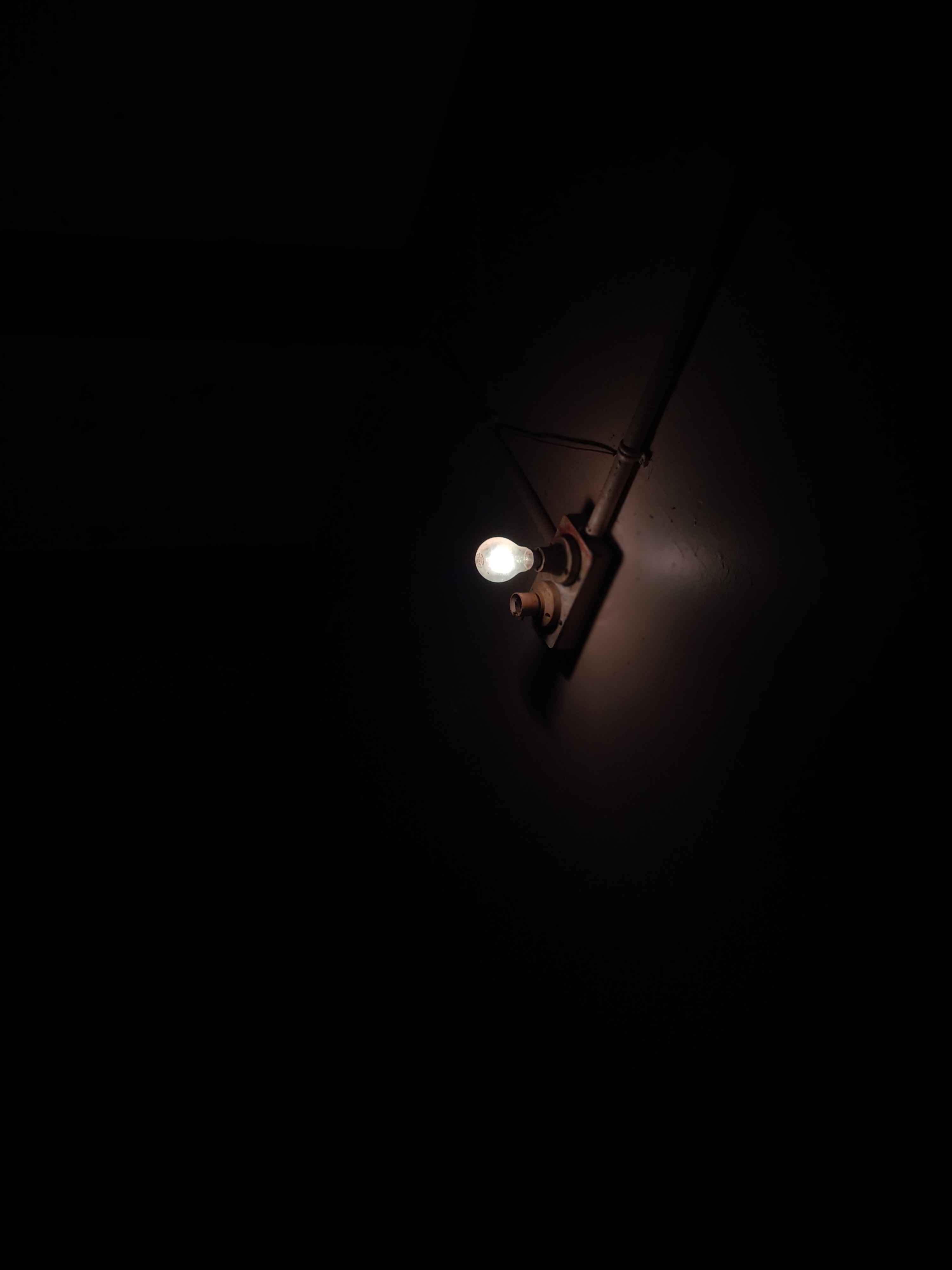 148897 Screensavers and Wallpapers Room for phone. Download Dark, Light Bulb, Shine, Light, Glow, Room pictures for free
