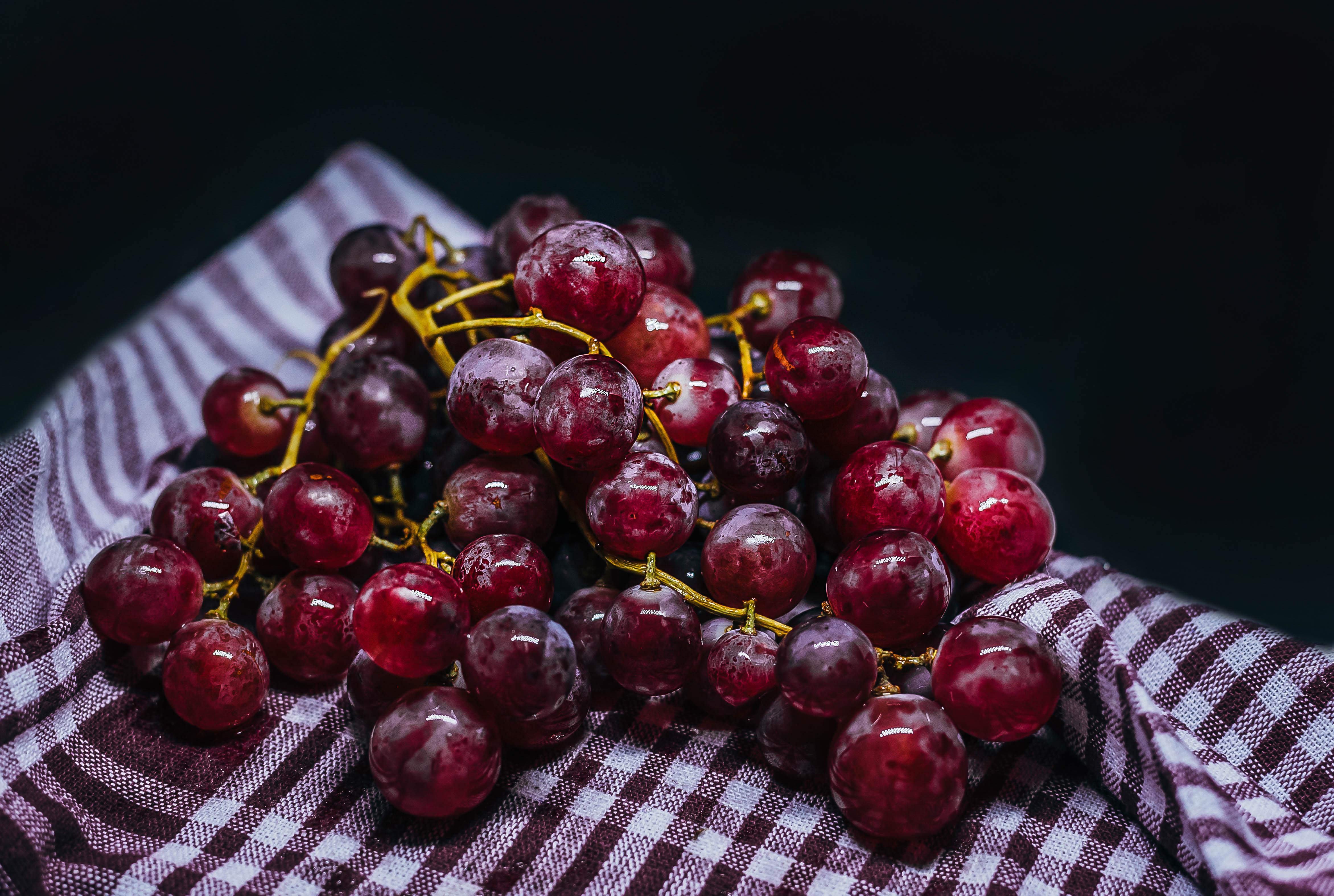 111143 скачать обои Виноград, Фрукты, Еда, Ягоды, Спелый, Гроздь - заставки и картинки бесплатно