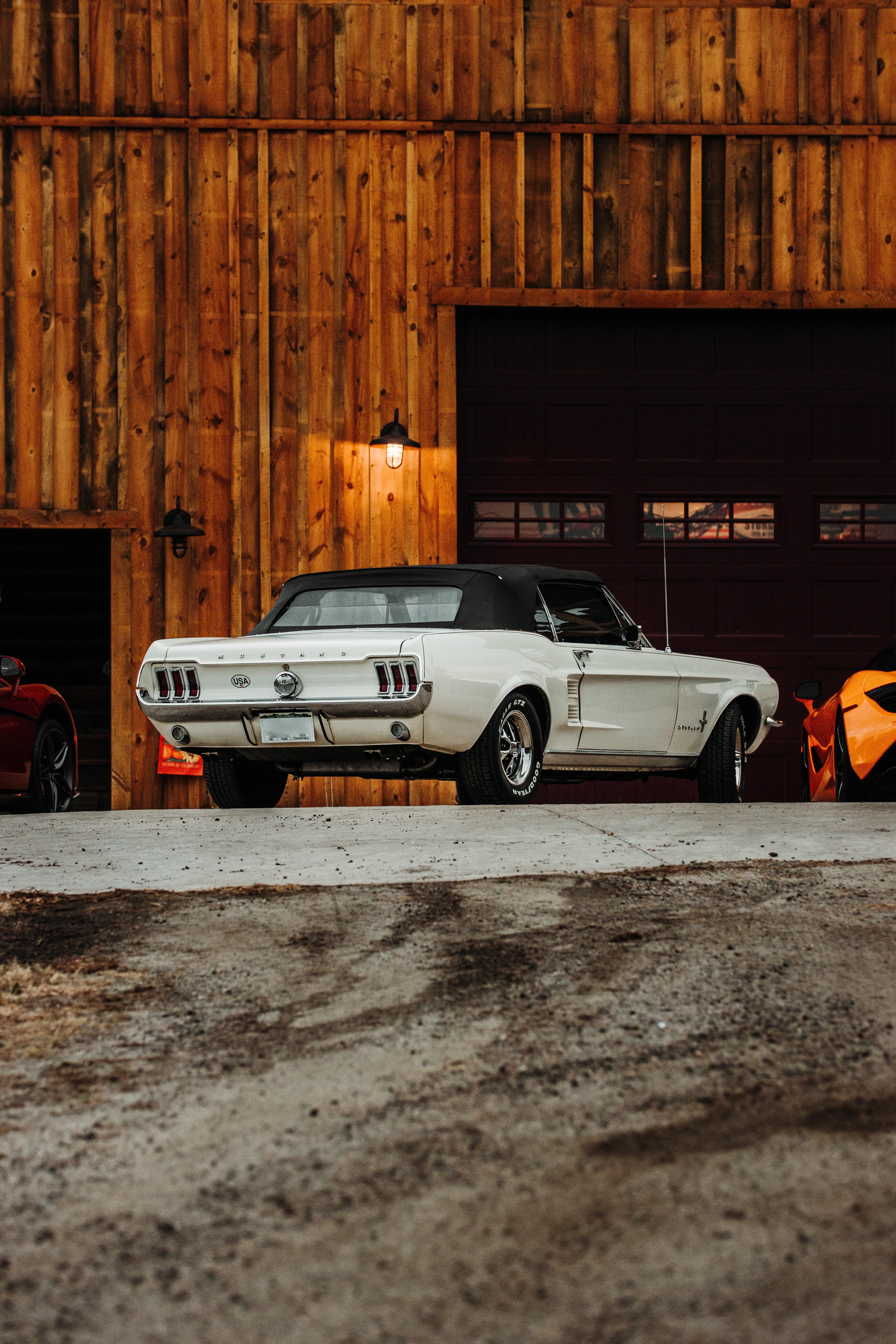 72692 Заставки и Обои Мустанг (Mustang) на телефон. Скачать Мустанг (Mustang), Тачки (Cars), Автомобиль, Белый, Вид Сзади, Ford Mustang, Стоянка картинки бесплатно