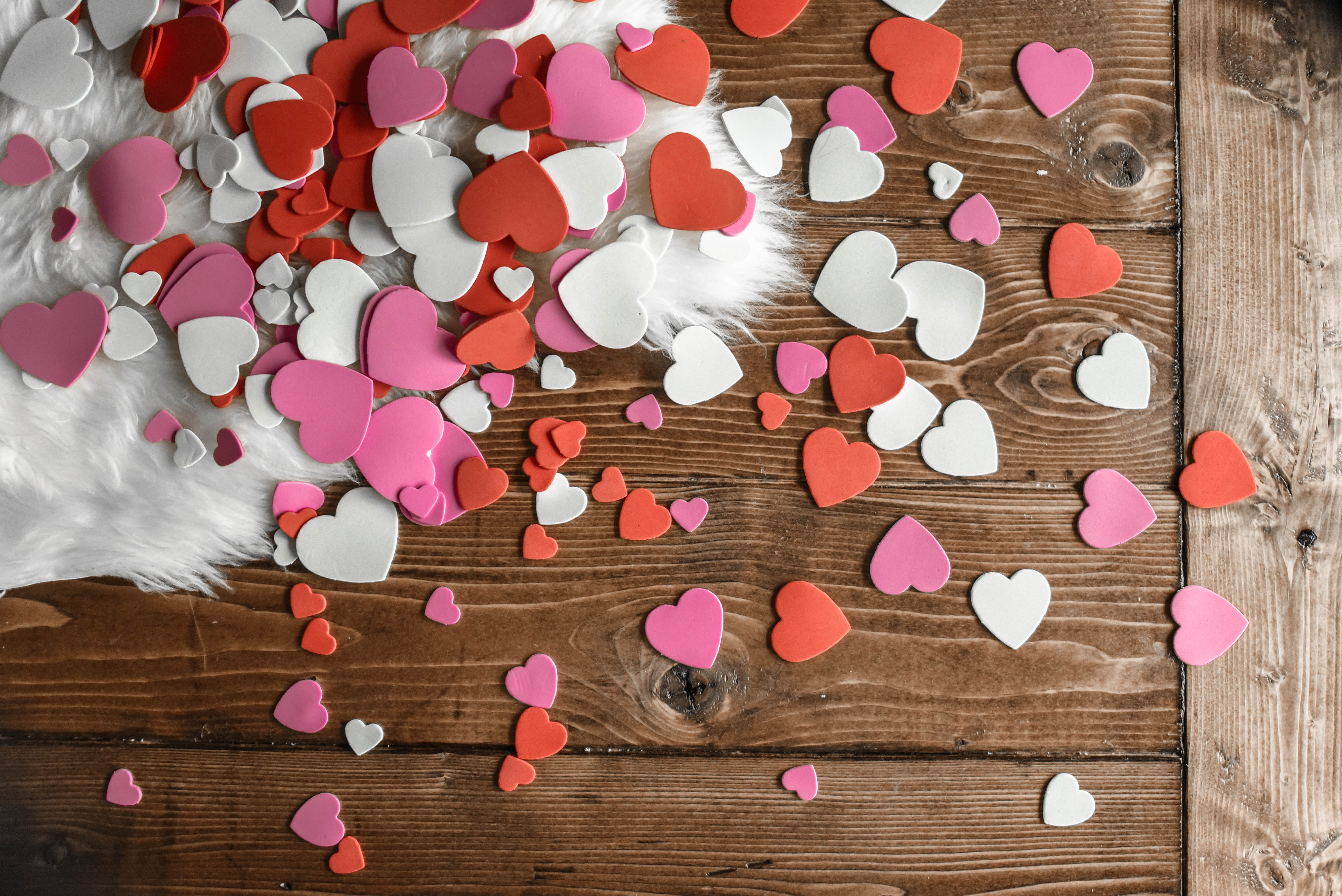 62109 fond d'écran 720x1560 sur votre téléphone gratuitement, téléchargez des images Amour, Cœurs, Multicolore, Hétéroclite, Tableau, Table, La Fourrure, Fourrure 720x1560 sur votre mobile