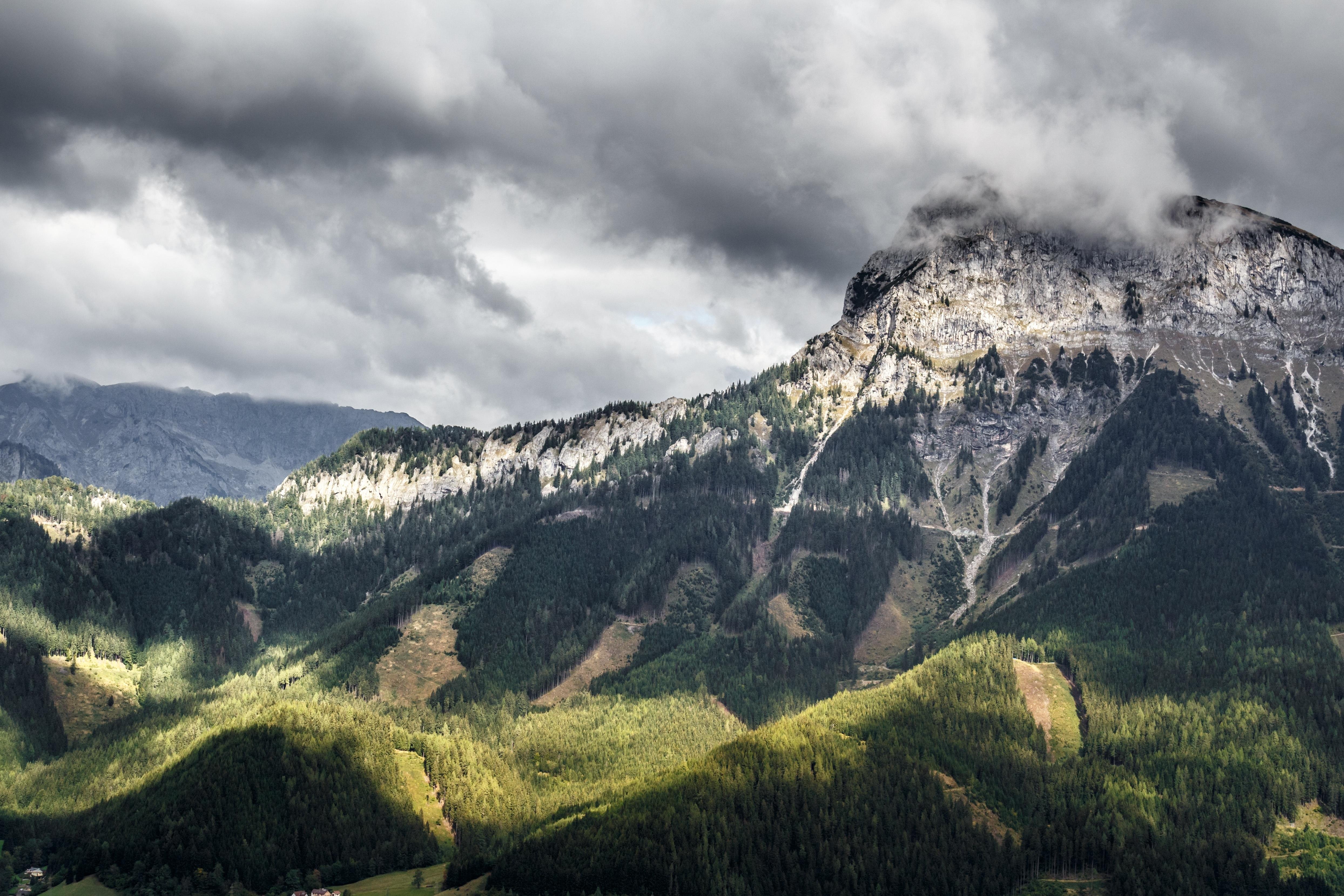 59008 завантажити шпалери Природа, Трава, Небо, Гори, Скеля, Кліфф - заставки і картинки безкоштовно
