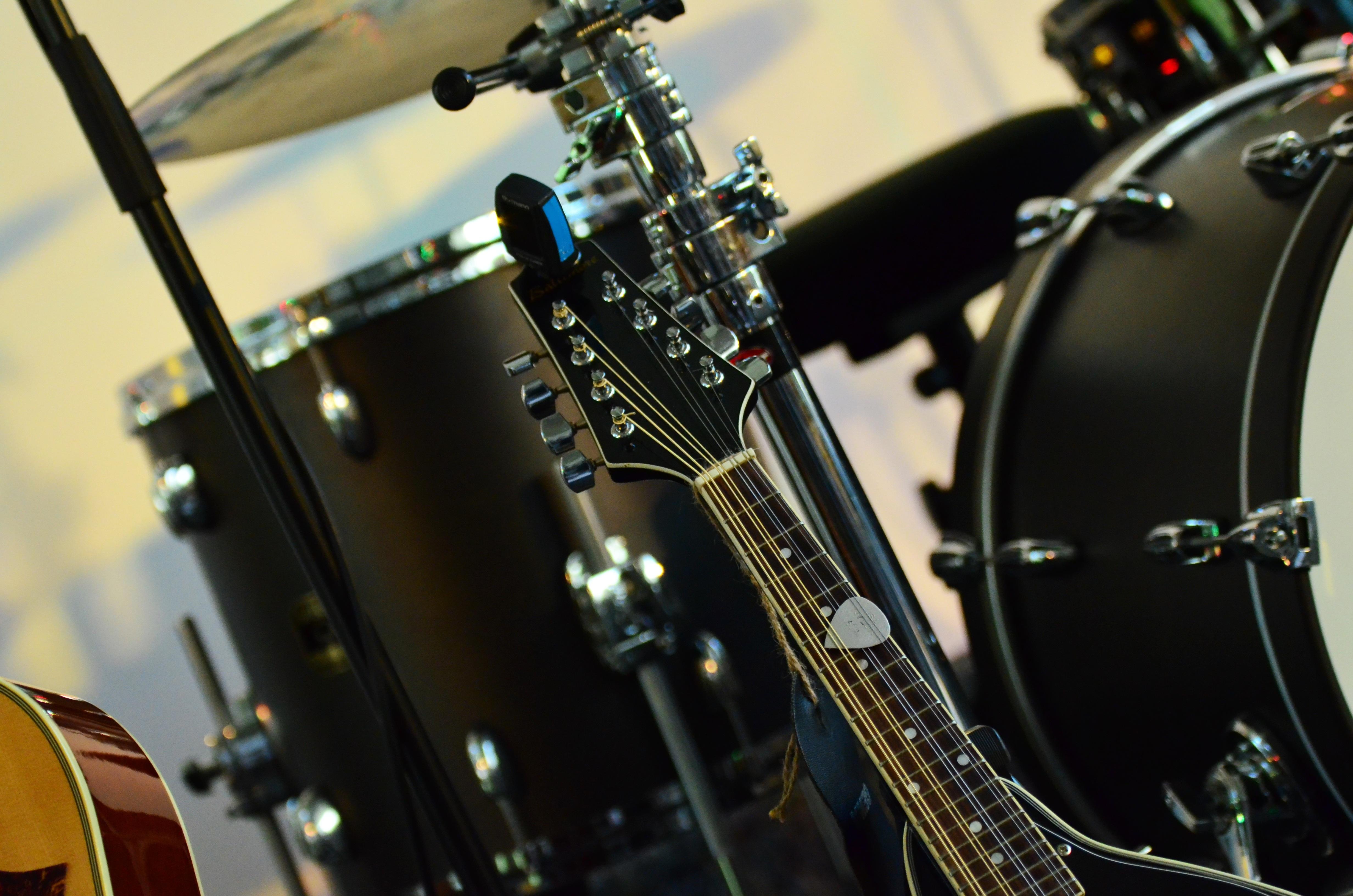 138542 Salvapantallas y fondos de pantalla Música en tu teléfono. Descarga imágenes de Música, Instrumento Musical, Tambores, Guitarra gratis