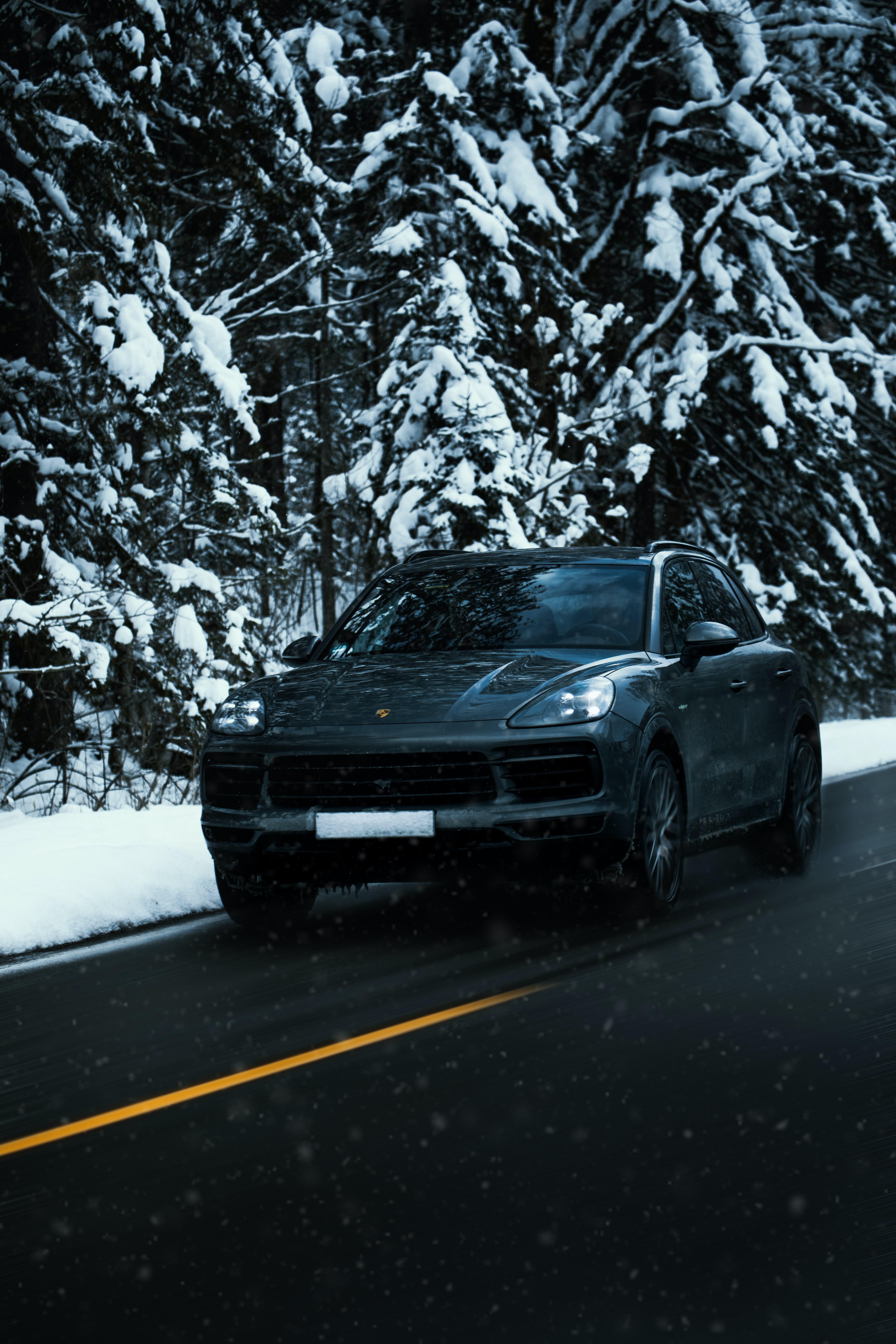 88672 скачать обои Тачки (Cars), Porsche Cayenne, Порш (Porsche), Автомобиль, Черный, Дорога, Снег, Зима - заставки и картинки бесплатно