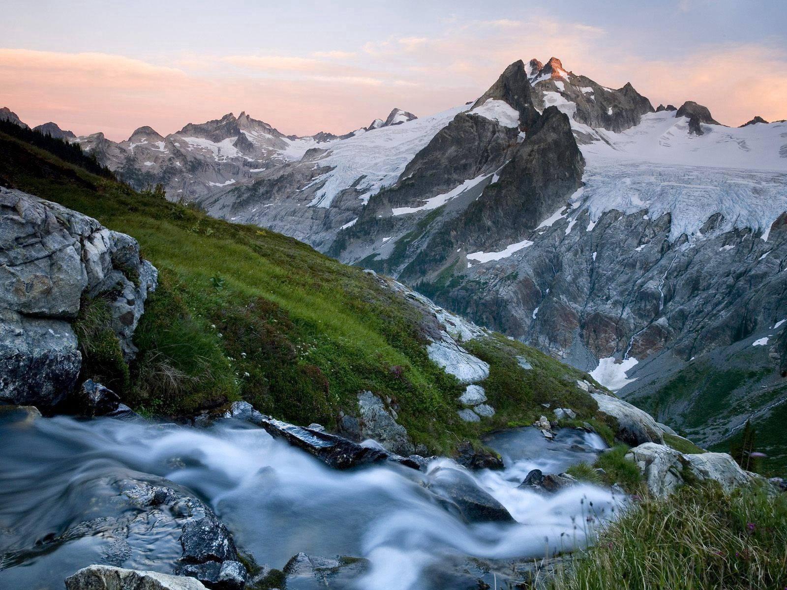 142247 скачать обои Природа, Вершины, Холод, Река, Склон, Горы - заставки и картинки бесплатно
