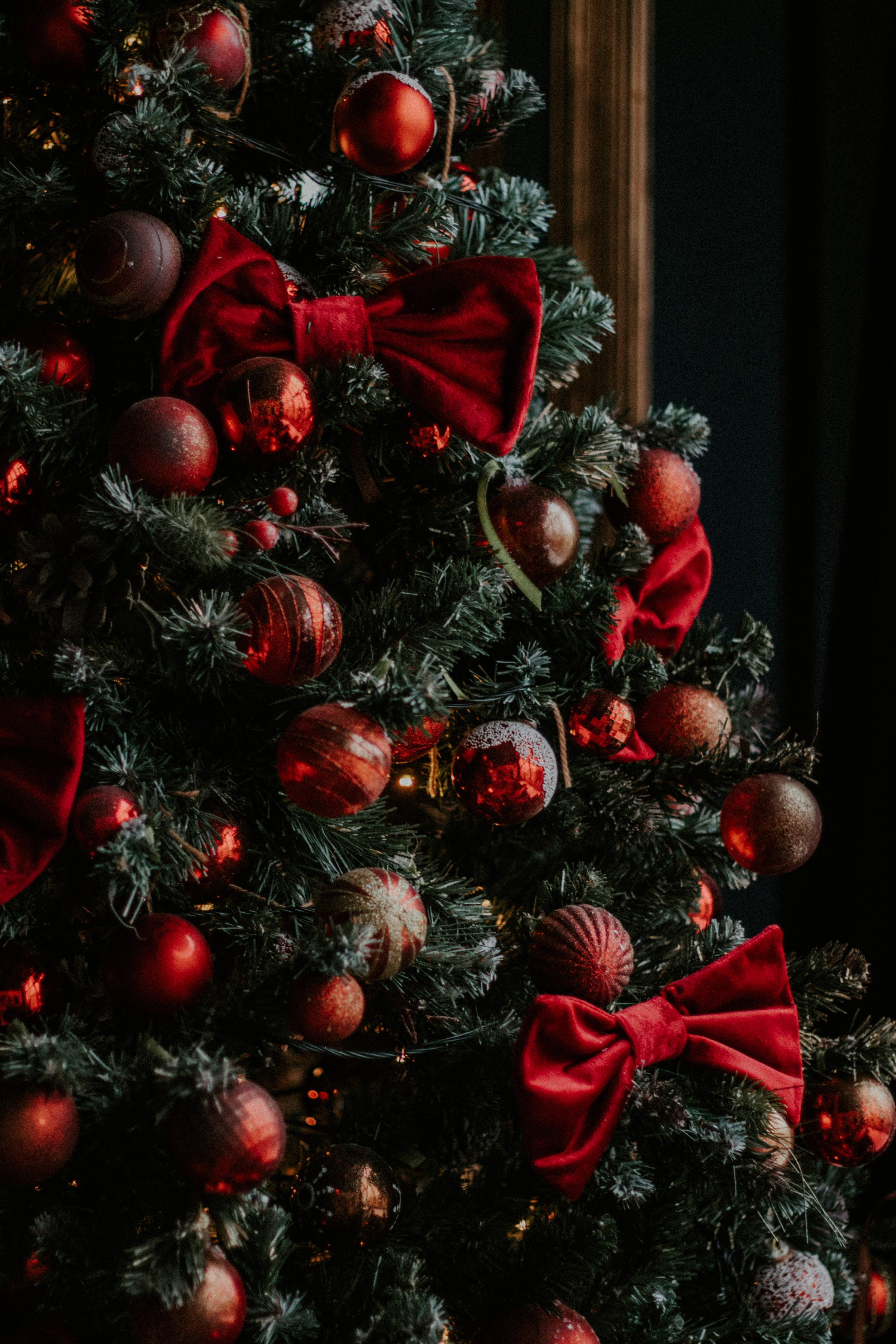106900 Screensavers and Wallpapers Balls for phone. Download Balls, Holidays, New Year, Decorations, Christmas, Christmas Tree, Garland, Bows, Garlands pictures for free