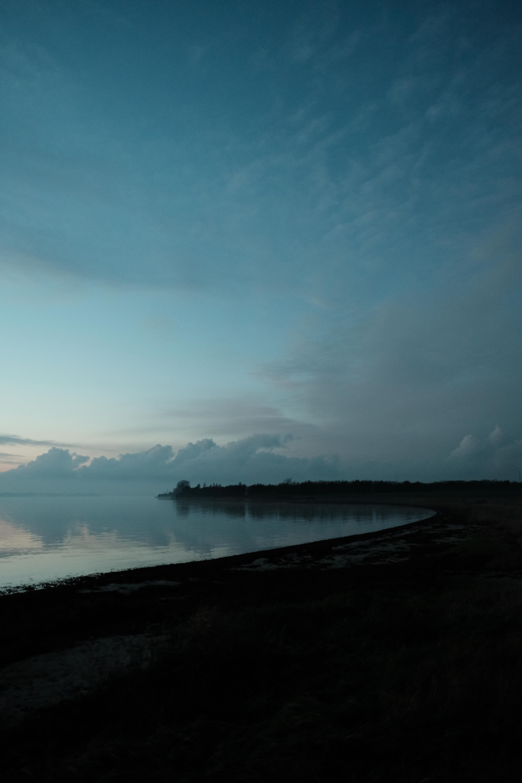 100877 Заставки и Обои Озеро на телефон. Скачать Озеро, Сумерки, Пейзаж, Природа, Берег, Темный картинки бесплатно