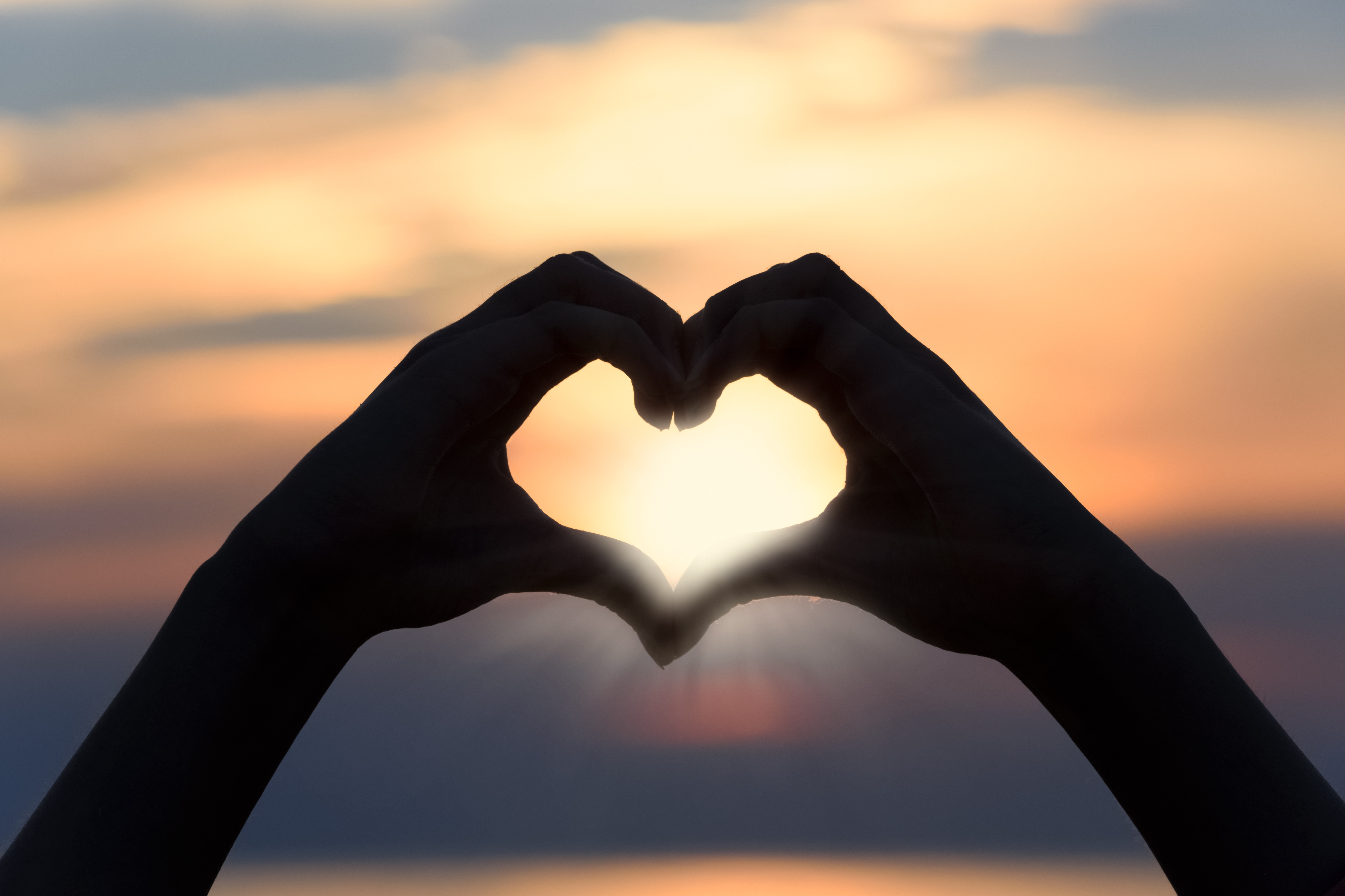154989 download wallpaper Love, Heart, Hands, Sunlight, Romance screensavers and pictures for free