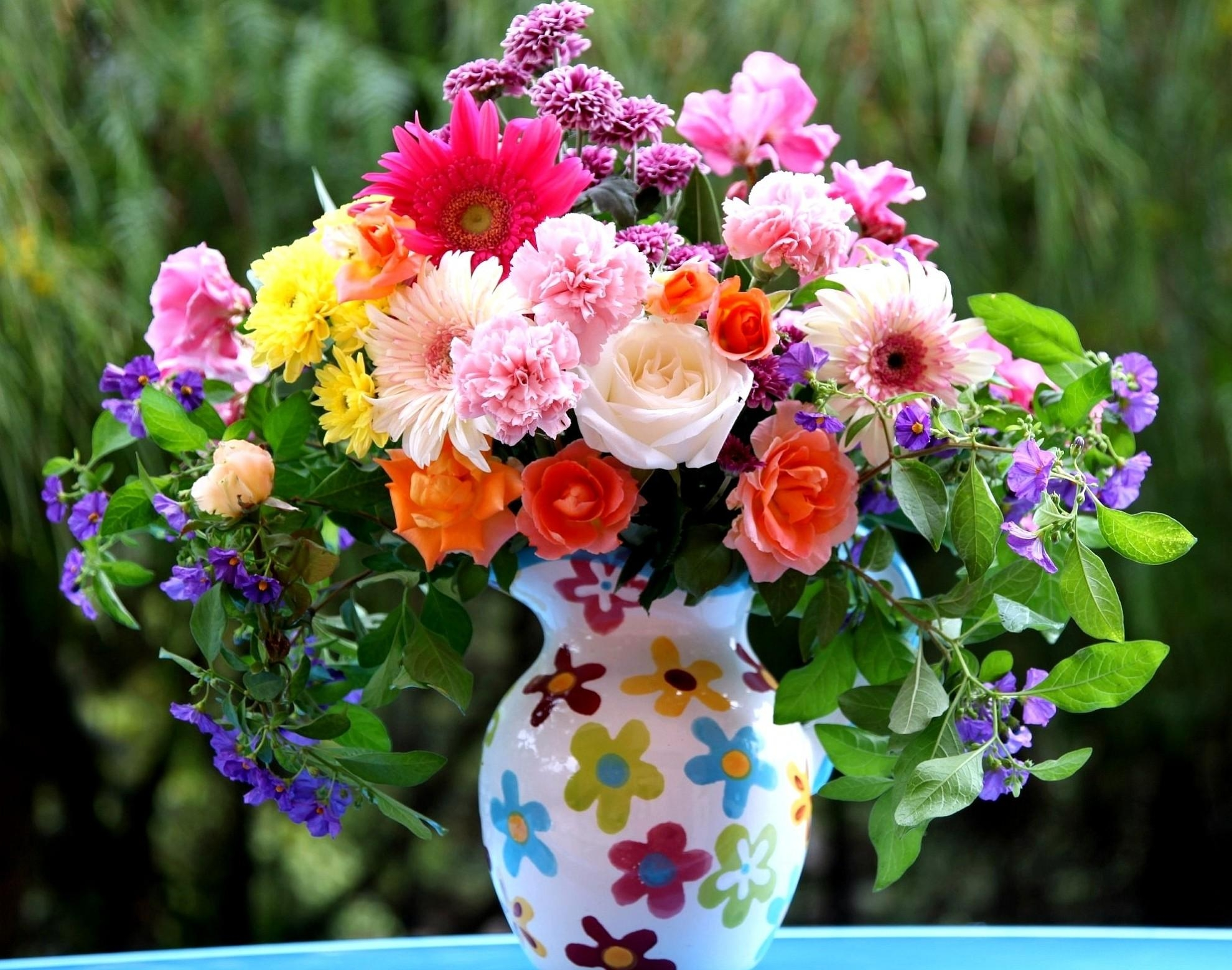 64644 Screensavers and Wallpapers Bouquet for phone. Download Flowers, Roses, Carnations, Gerberas, Bouquet, Jug, Combination pictures for free