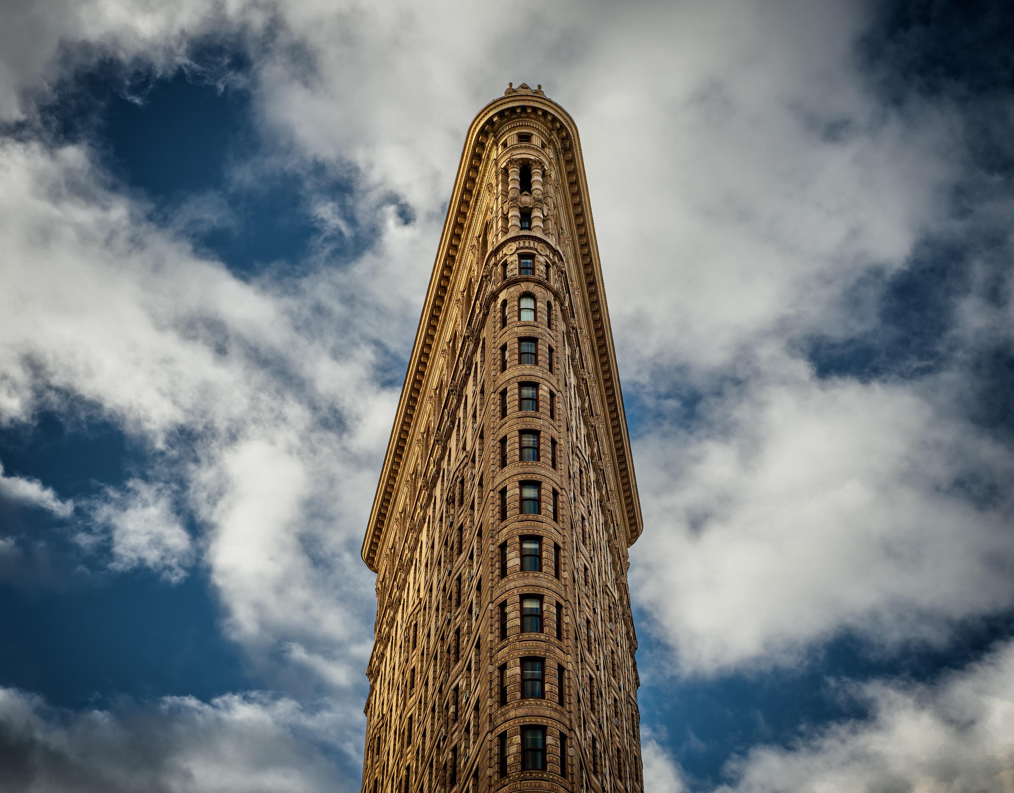 81355 Hintergrundbild herunterladen Architektur, Städte, Sky, Clouds, Gebäude, Fassade - Bildschirmschoner und Bilder kostenlos