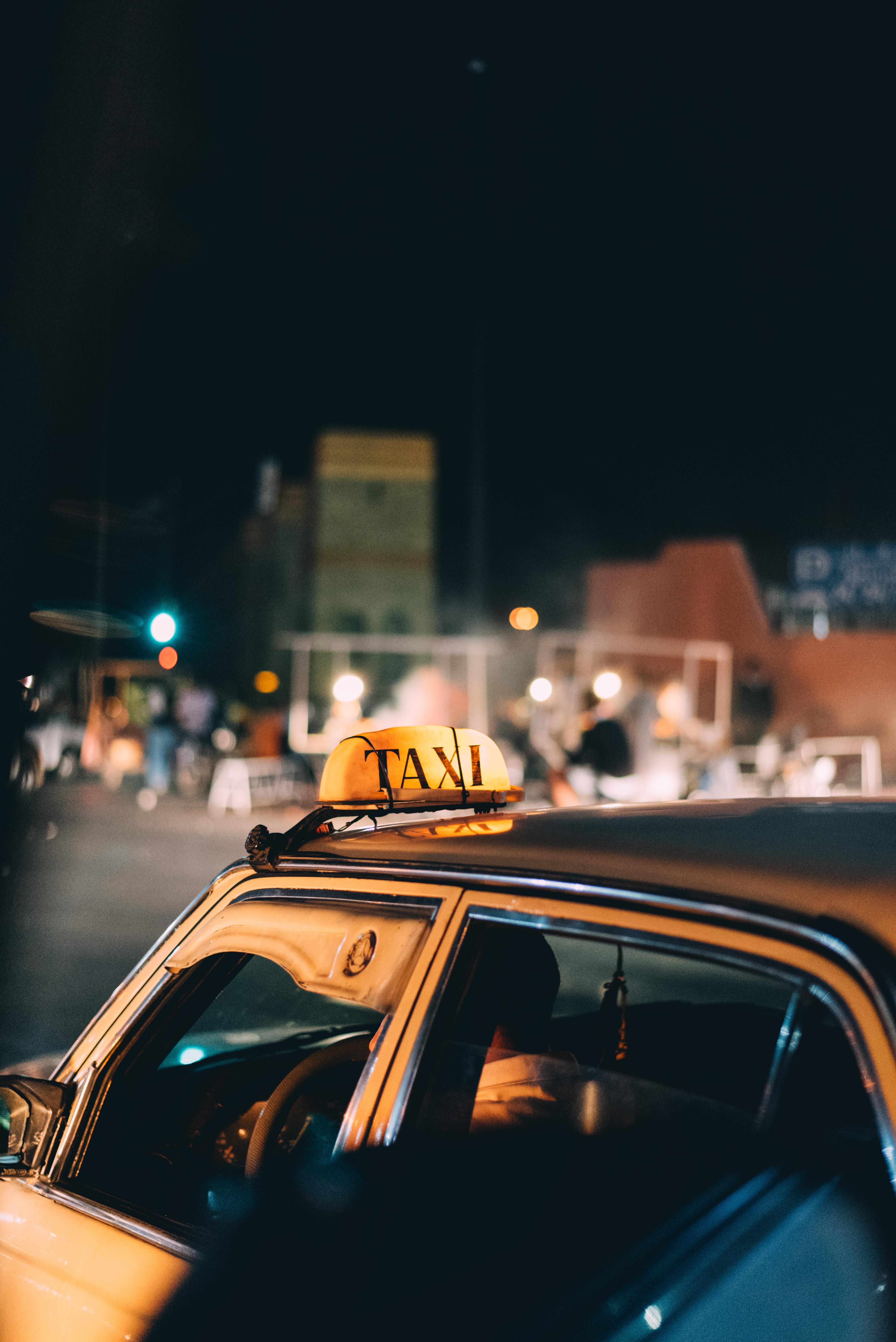 122049 скачать обои Тачки (Cars), Такси, Машины, Городской, Транспорт - заставки и картинки бесплатно