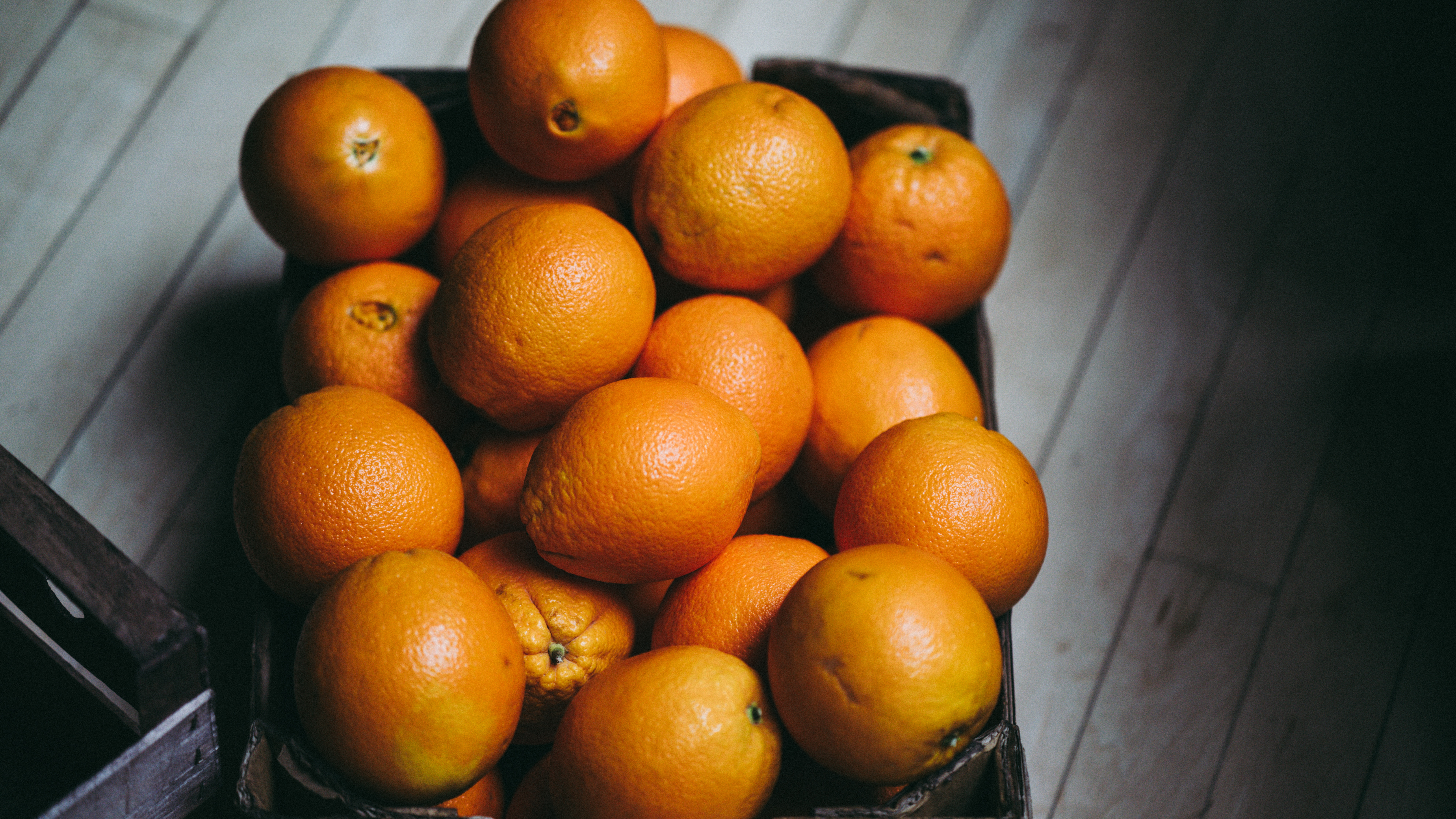 116246 download wallpaper Food, Citruses, Citrus, Ripe, Box, Fruits, Oranges screensavers and pictures for free