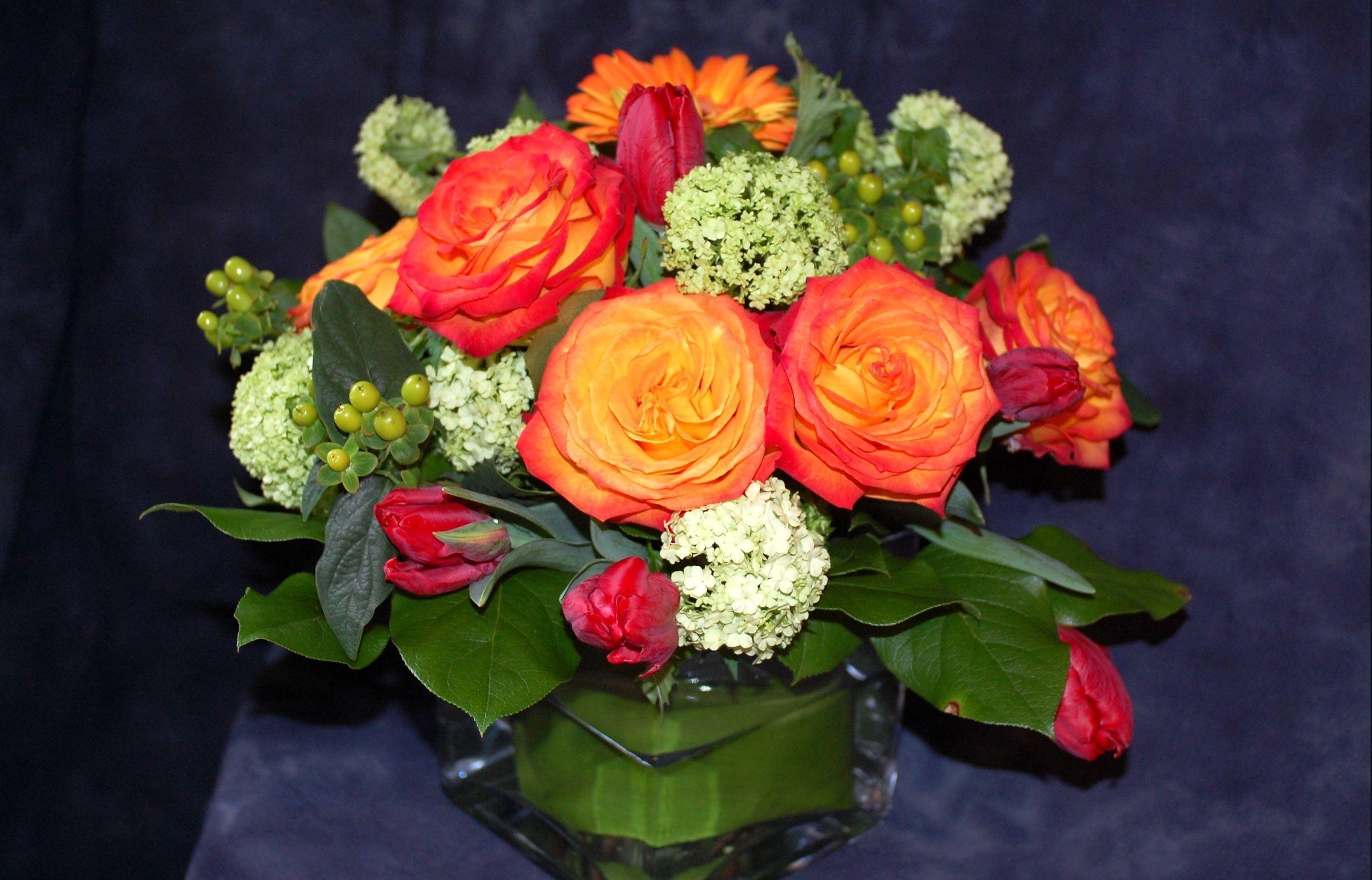 58617 скачать обои Цветы, Букет, Композиция, Зелень, Розы - заставки и картинки бесплатно
