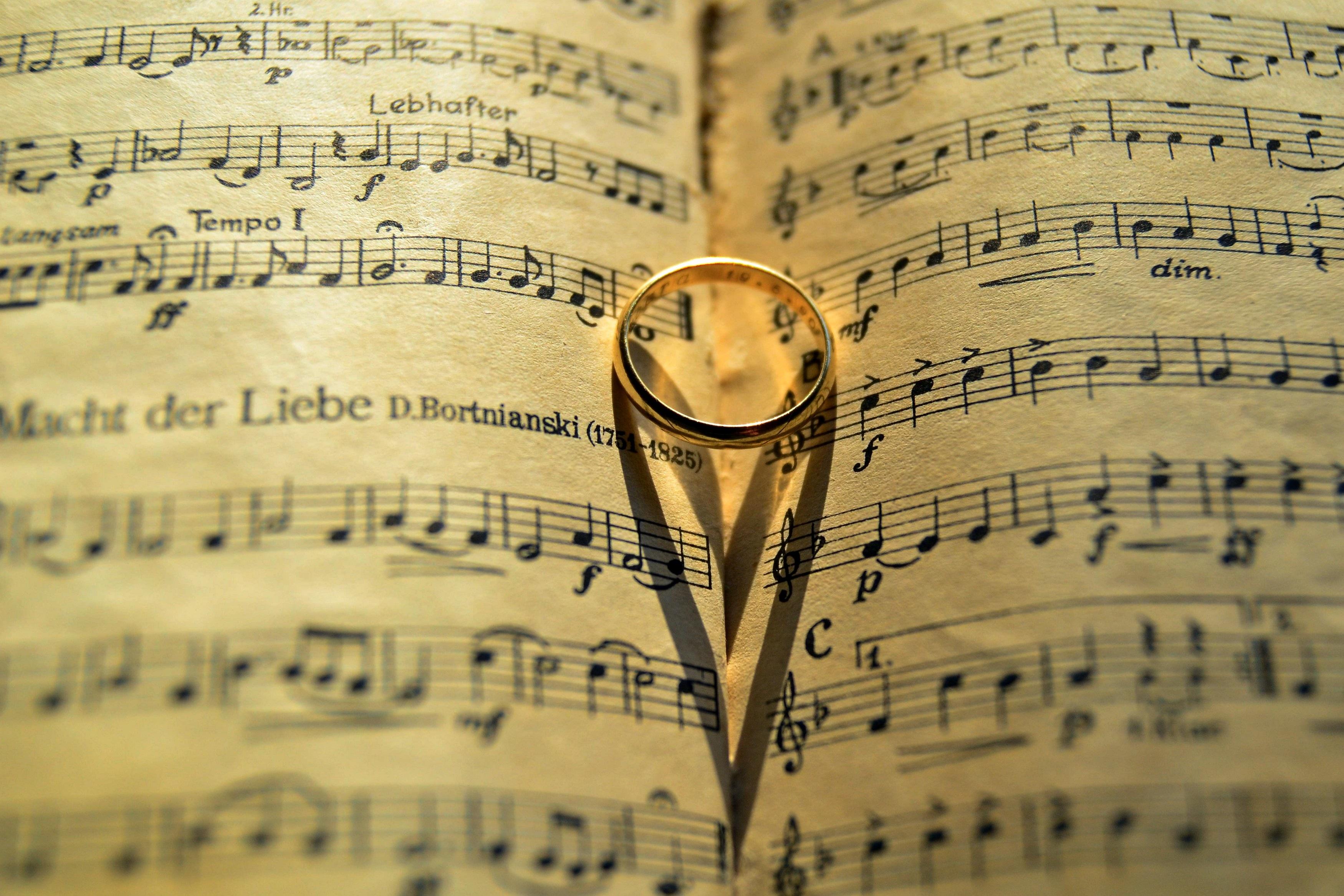 55659 Hintergrundbild herunterladen Musik, Herzen, Liebe, Schatten, Ring, Ein Herz, Anmerkungen - Bildschirmschoner und Bilder kostenlos